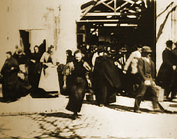 <i>Workers Leaving the Lumière Factory</i> 1895 film by Auguste and Louis Lumière