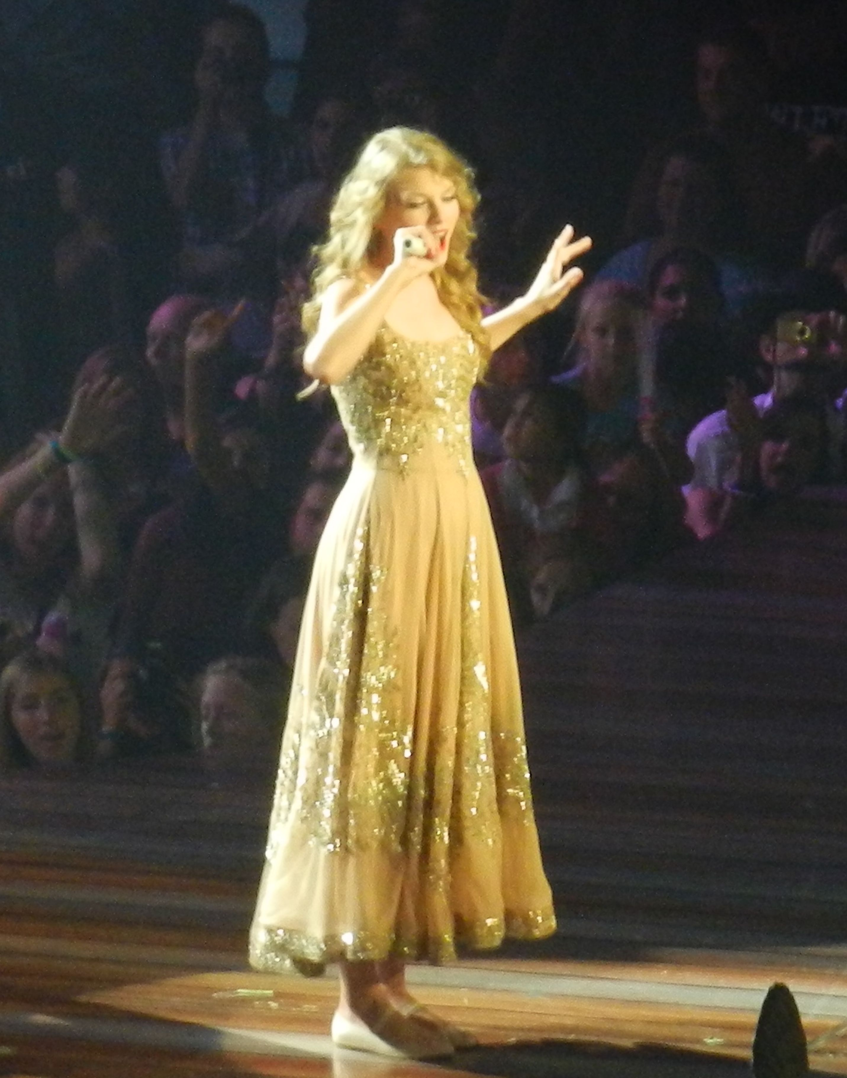 File Taylor Swift Enchanted Speak Now World Tour 2011 In Vancouver 3 Jpg Wikimedia Commons