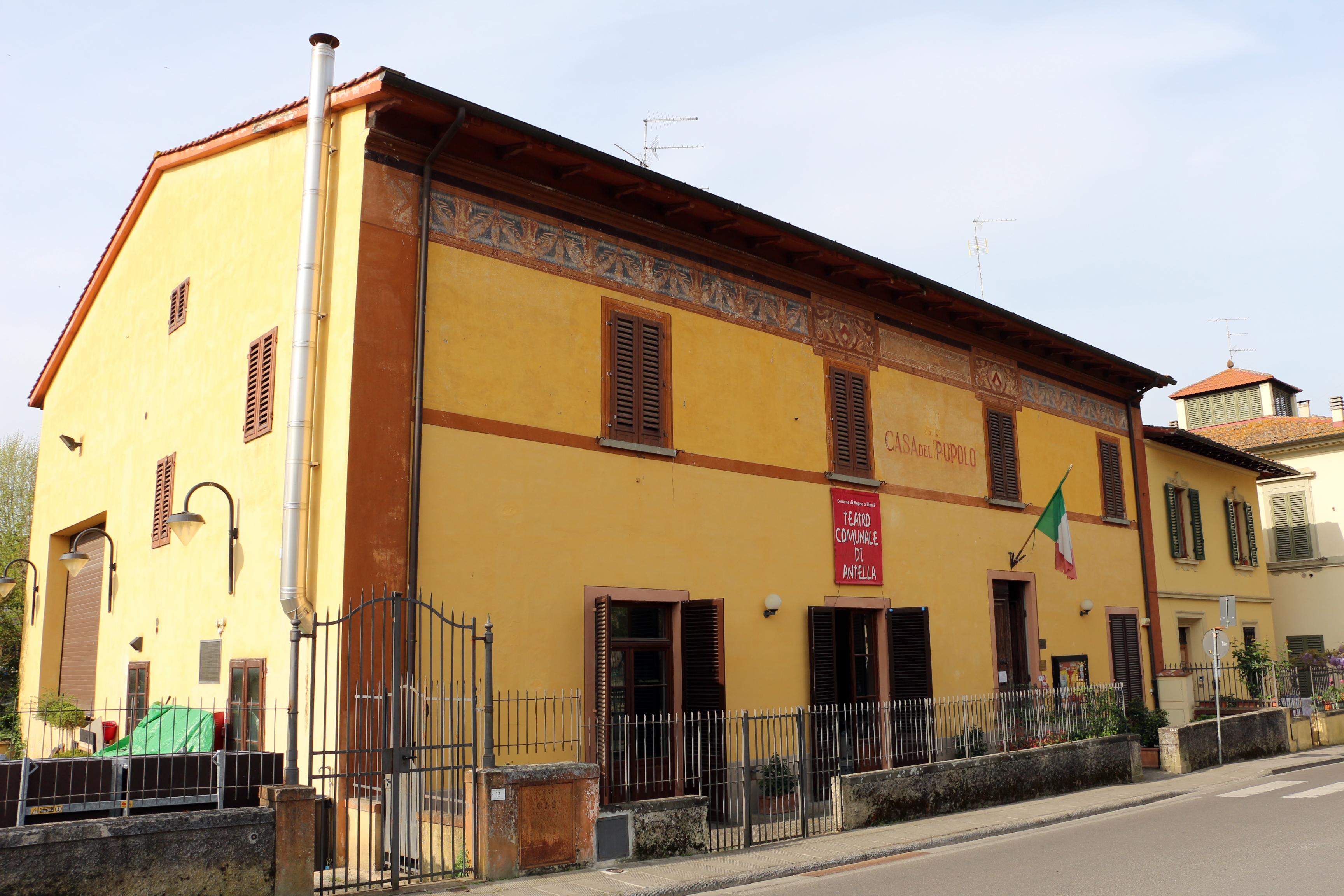 File teatro comunale e casa del popolo dell 39 antella 01 for Casa comunale