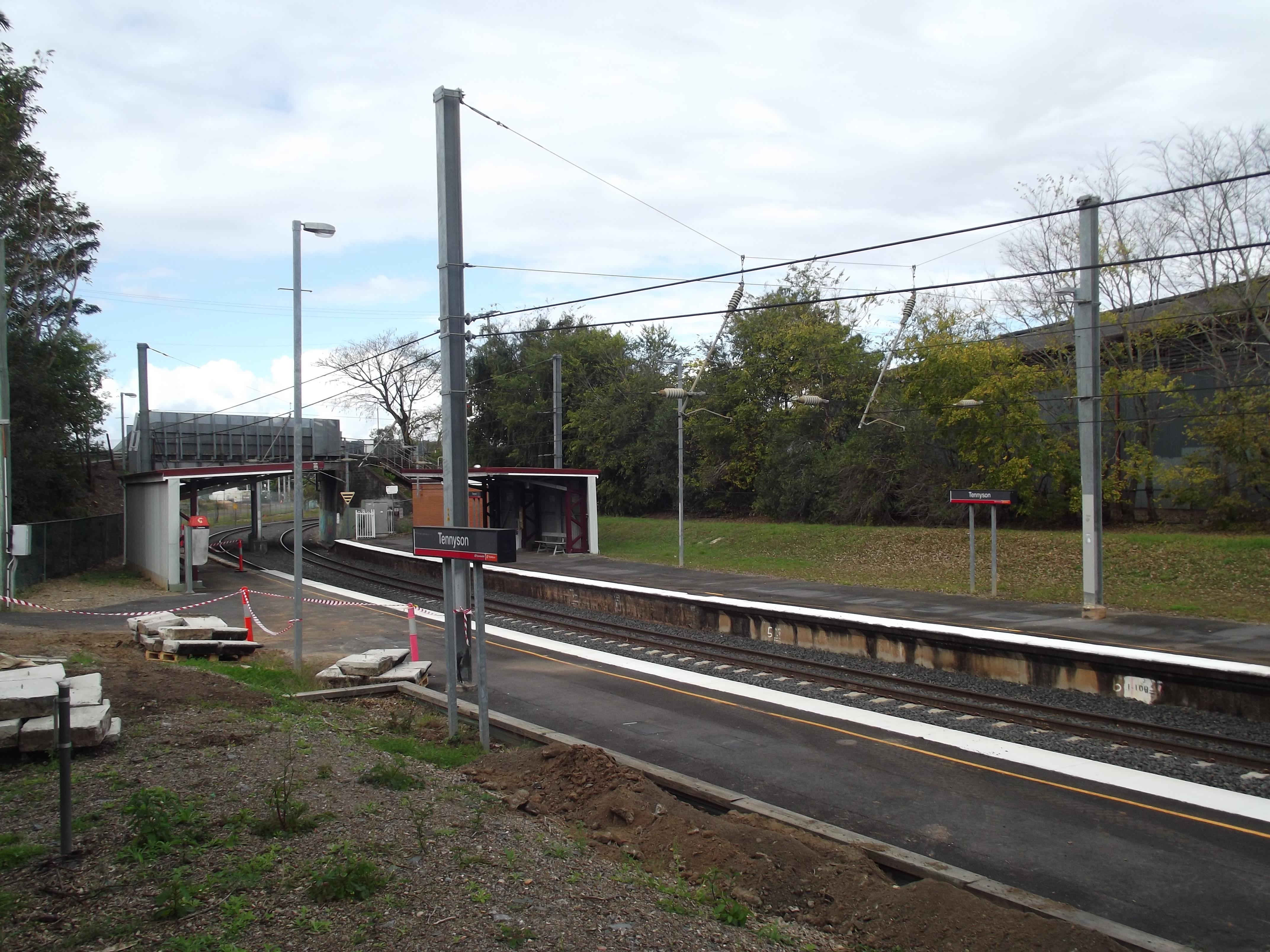 File:Tennyson Railway Station, Queensland, July 2012.JPG ...
