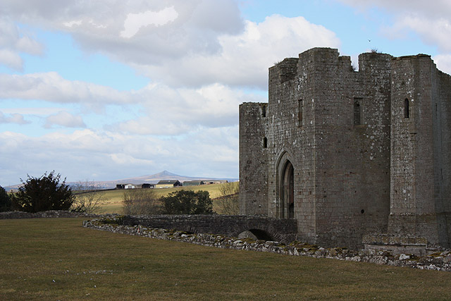 The Great Tower, Raglan Castle - geograph.org.uk - 1759775