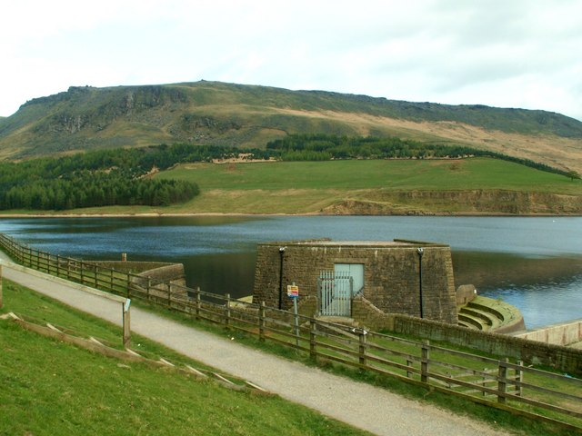 The Outflow at Dovestones Reservoir - geograph.org.uk - 407074