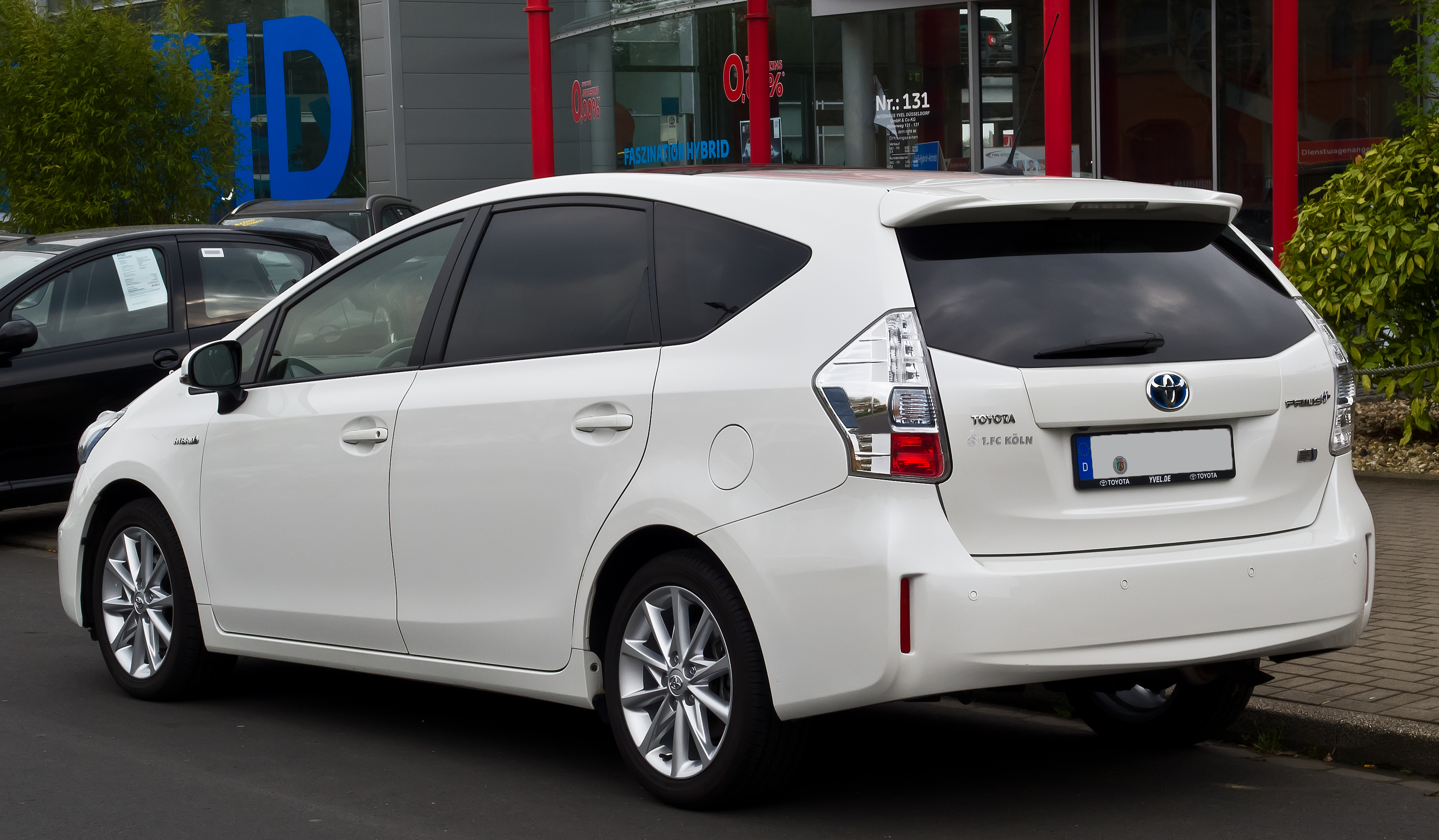 file toyota prius executive heckansicht 5 april 2014 d wikimedia commons. Black Bedroom Furniture Sets. Home Design Ideas
