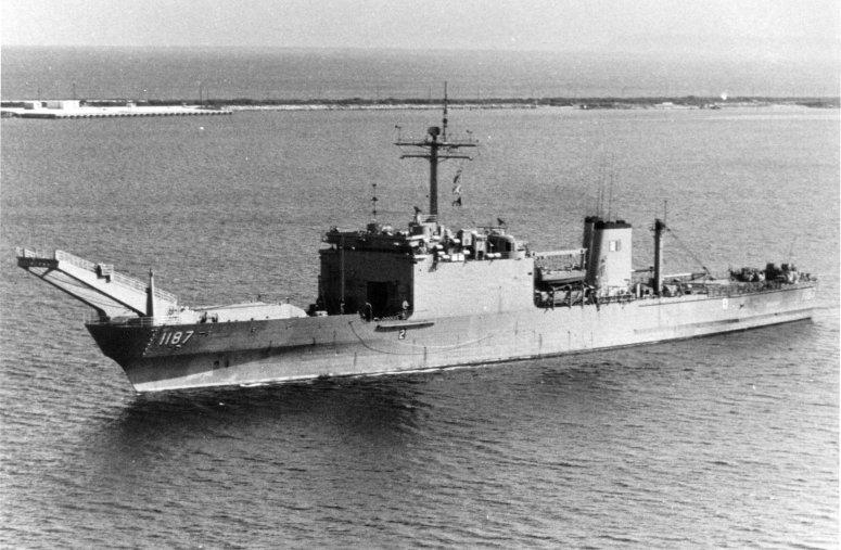 USS_Tuscaloosa_LST-1187_a.jpg