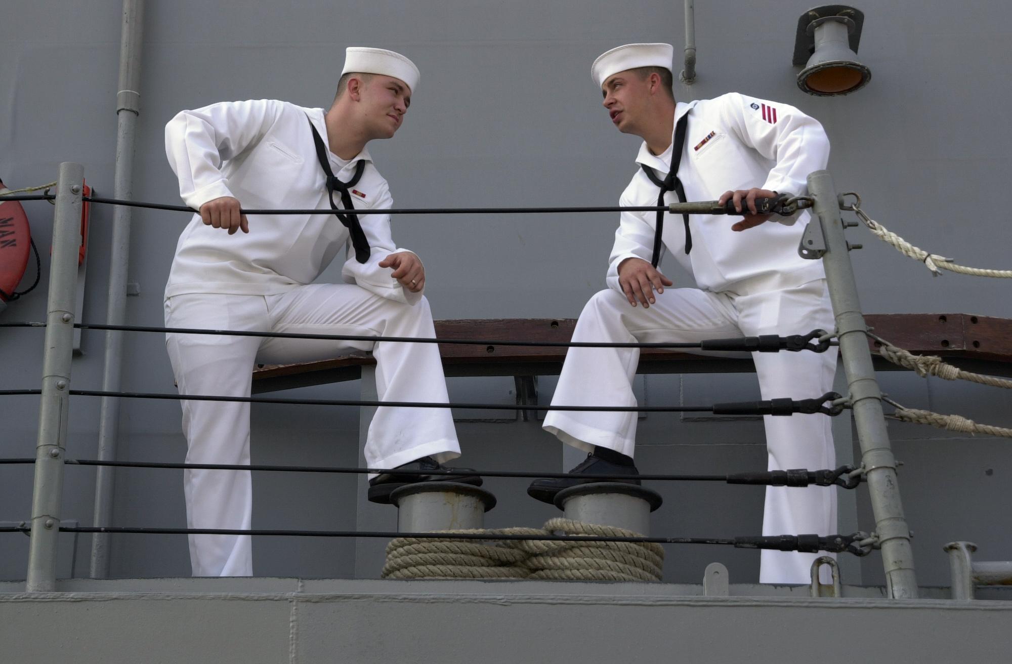 File:US Navy 050925-N-8720O-008 Ship's Serviceman Seaman ...