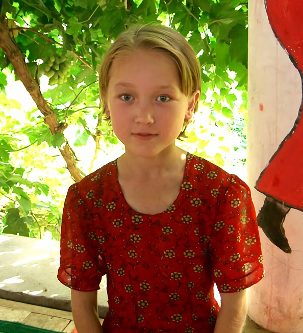 File Uyghur Girl In Turpan Xinjiang China 20050712 Jpg