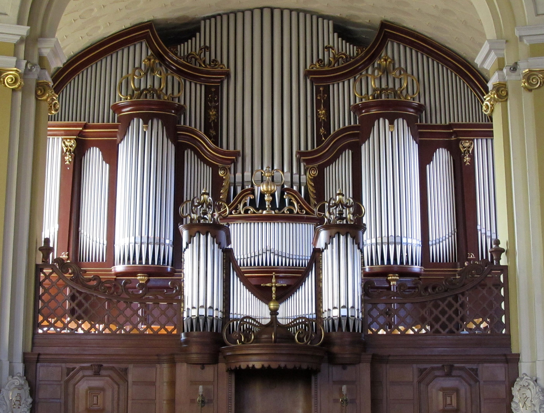 Enregistrements représentatifs de certains orgues à jolis tuyaux V%C3%B6lklingen_Vers%C3%B6hnungskirche_Innen_Orgelprospekt