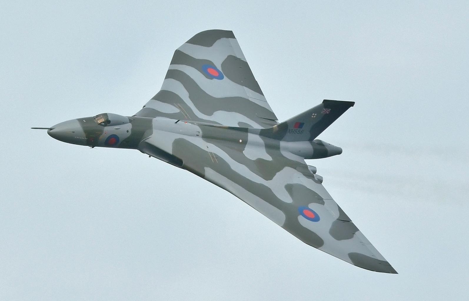XH558_(G-VLCN)_Avro_Vulcan_-_Last_Flight