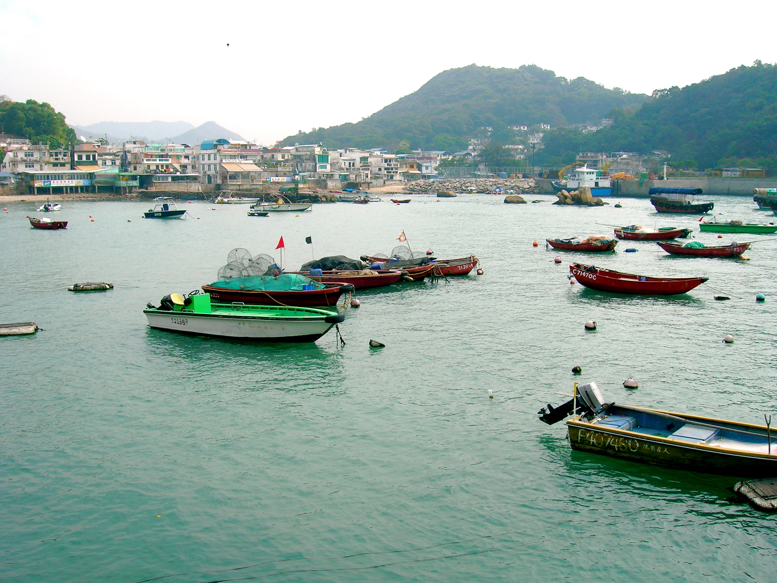 Experience the fisherman life in Lamma Island. Source: Wikimedia Commons