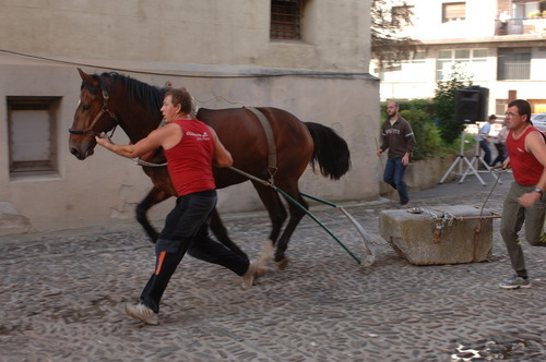 Dragging game with horse in Urnieta, 2008 - Quelle: WikiCommons