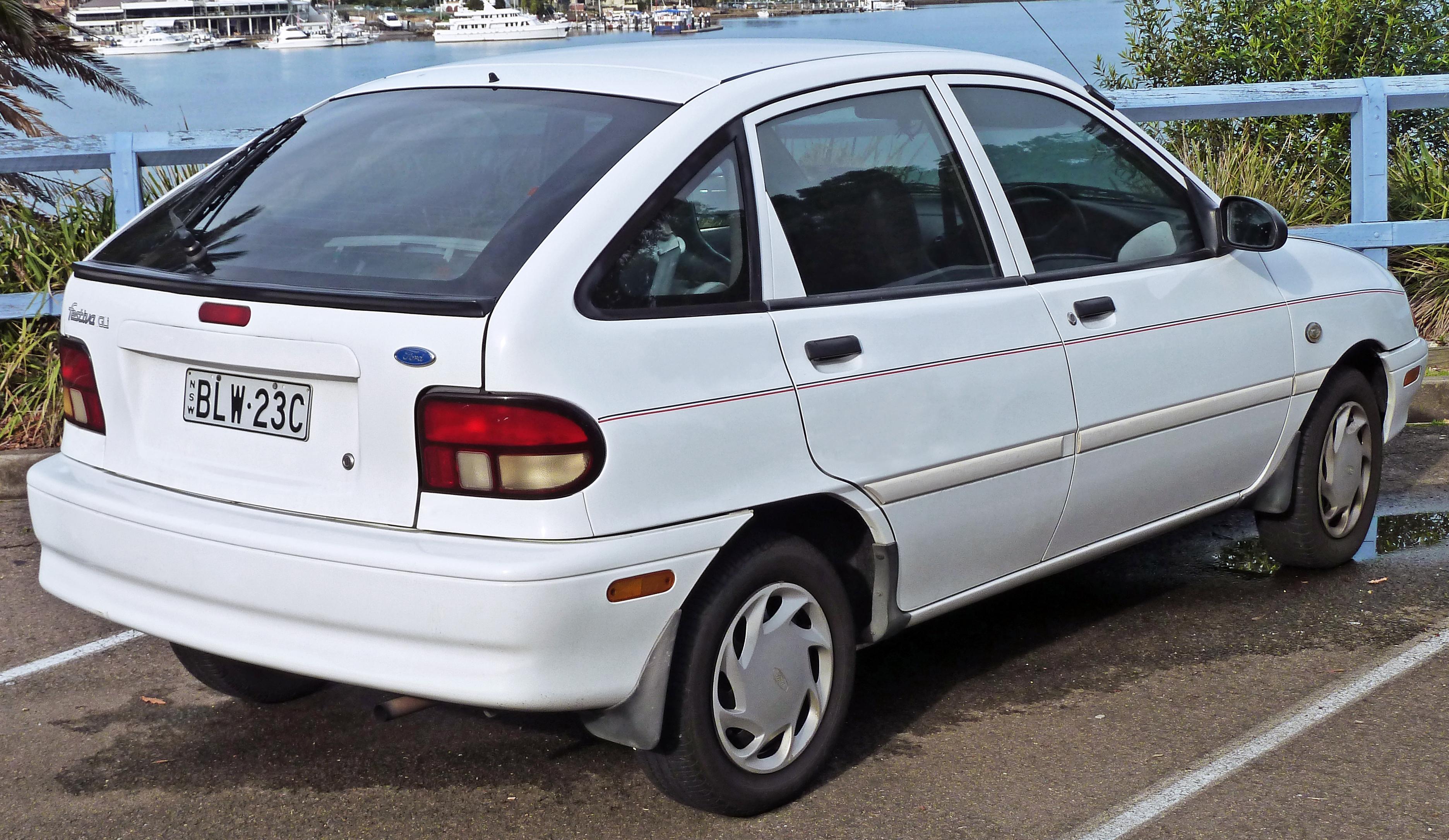 File1995 Ford Festiva WB GLi 5 Door Hatchback 2010
