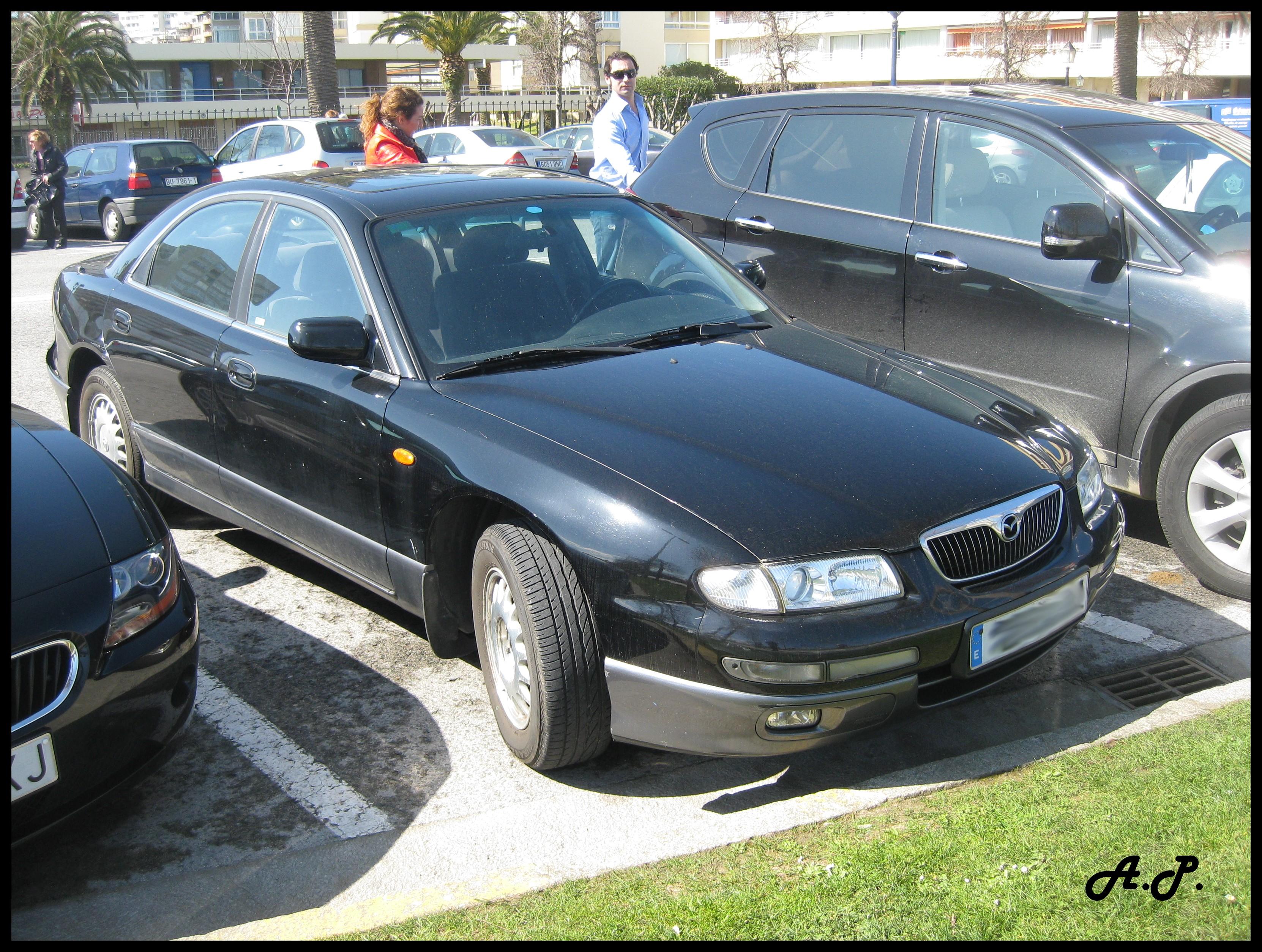 https://upload.wikimedia.org/wikipedia/commons/0/06/2000_Mazda_Xedos_9_%283685989066%29.jpg