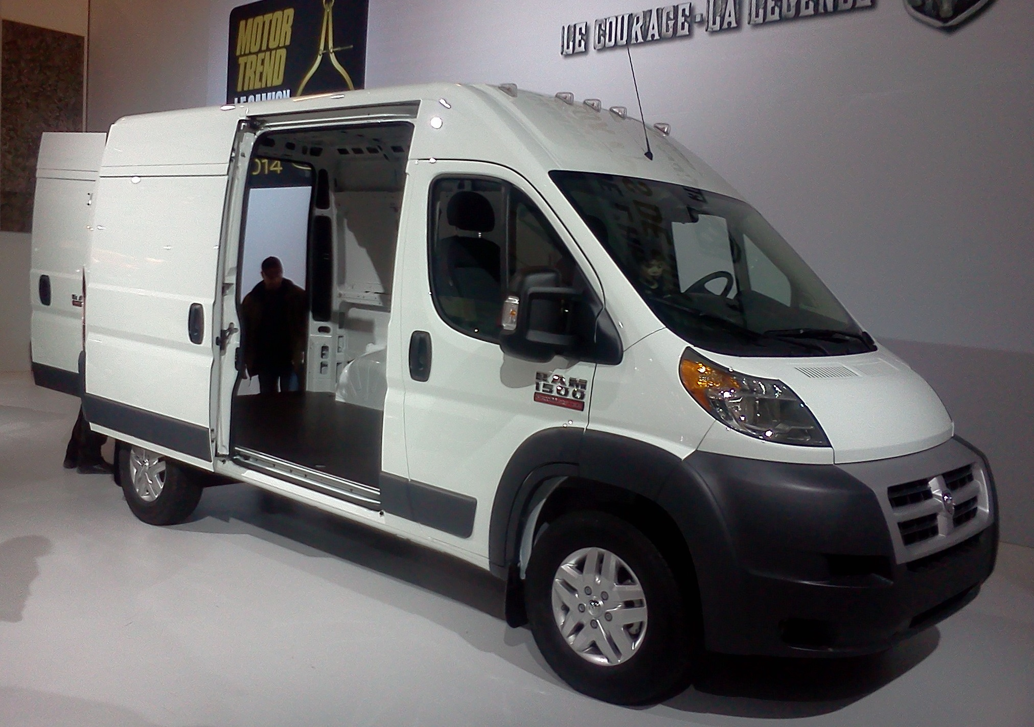 file 2014 ram promaster 1500 high roof mias 39 14 jpg wikimedia commons. Black Bedroom Furniture Sets. Home Design Ideas