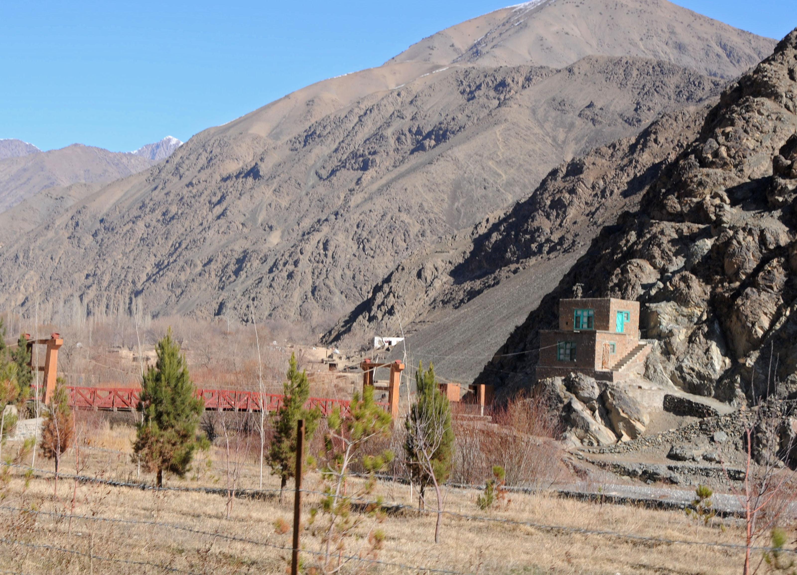 File afghan house on the mountain 4269369341 jpg for Mountain house media
