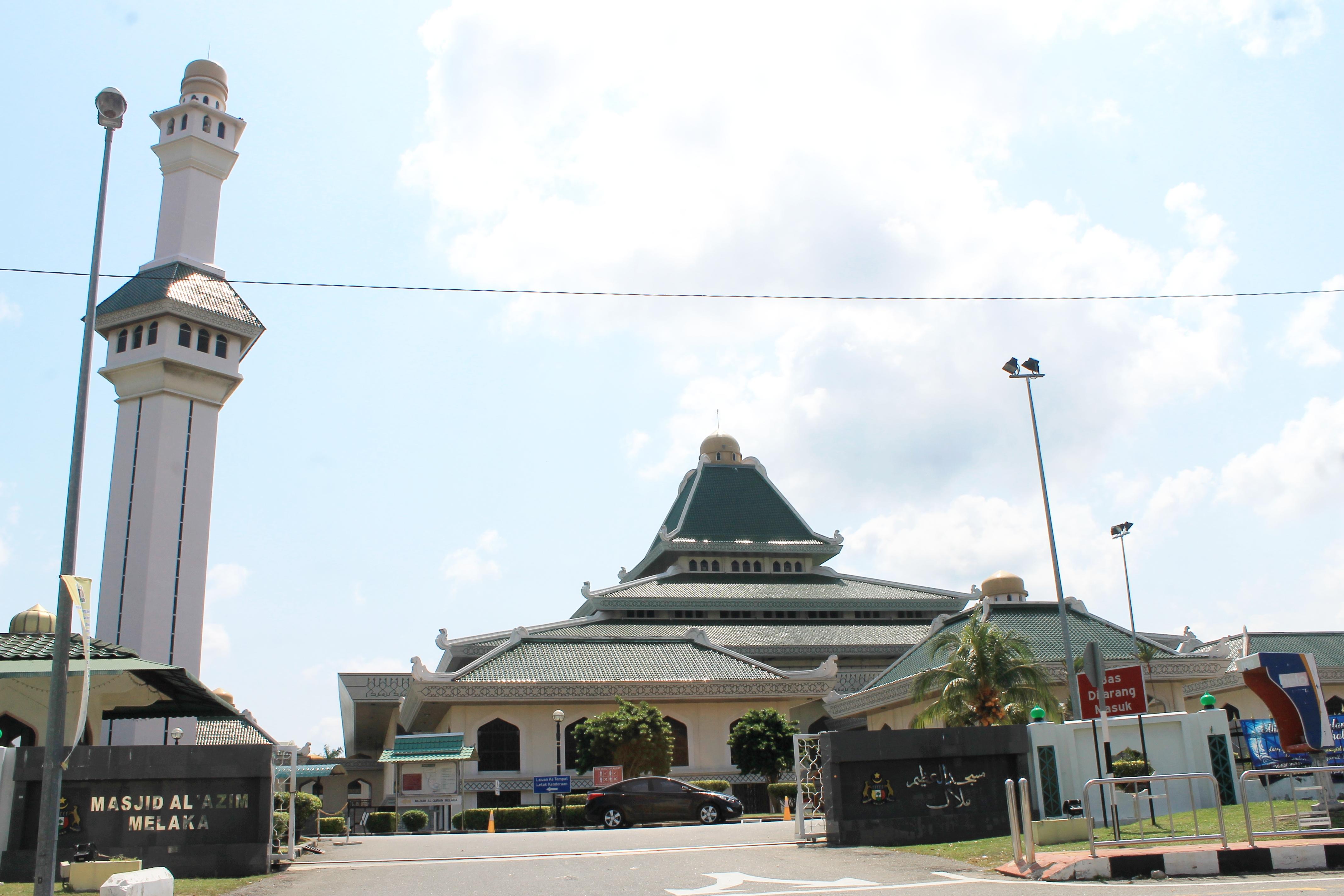 File Al Azim Mosque In Malacca Jpg Wikimedia Commons