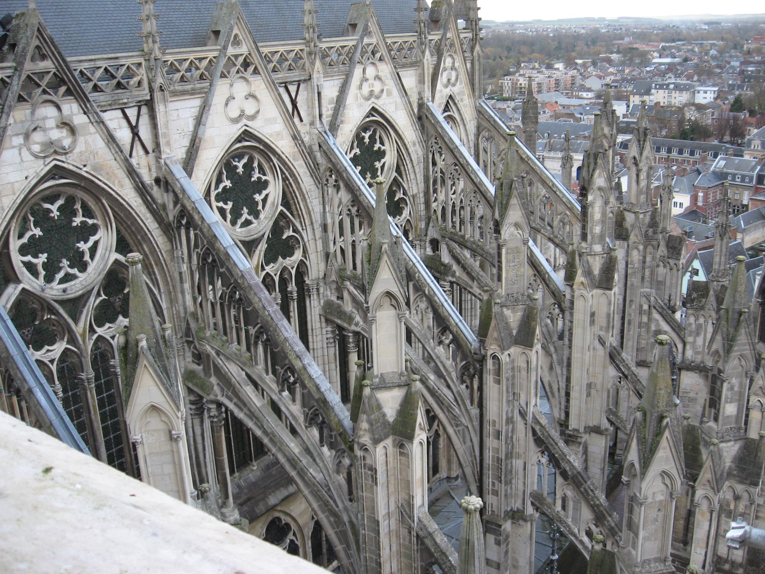 [Image: Amiens_Cath%C3%A9drale_Notre-dame_arc-bo...-est_4.jpg]