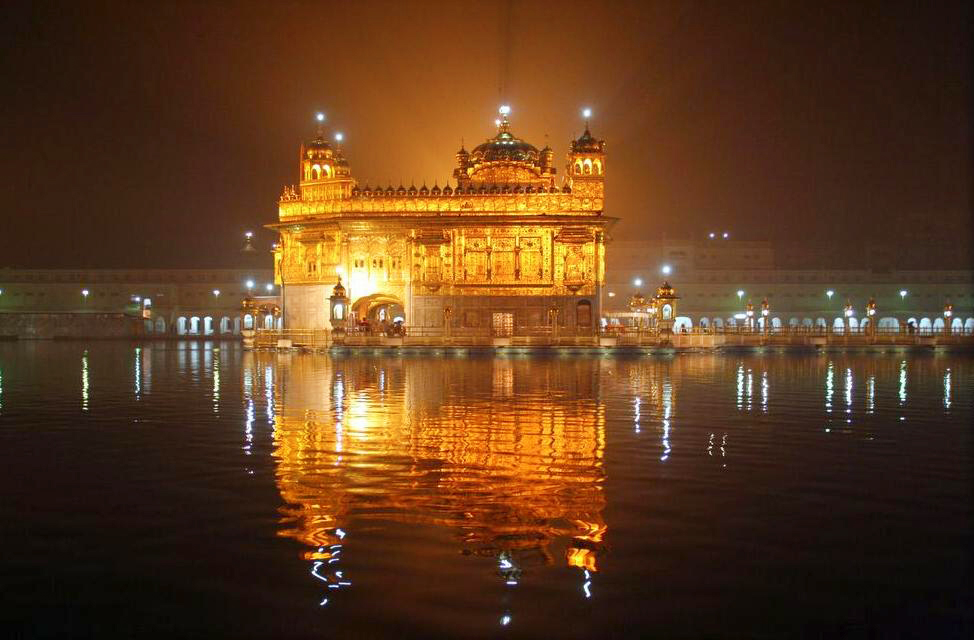 English: The Golden Temple (Harmandir Sahib) a...