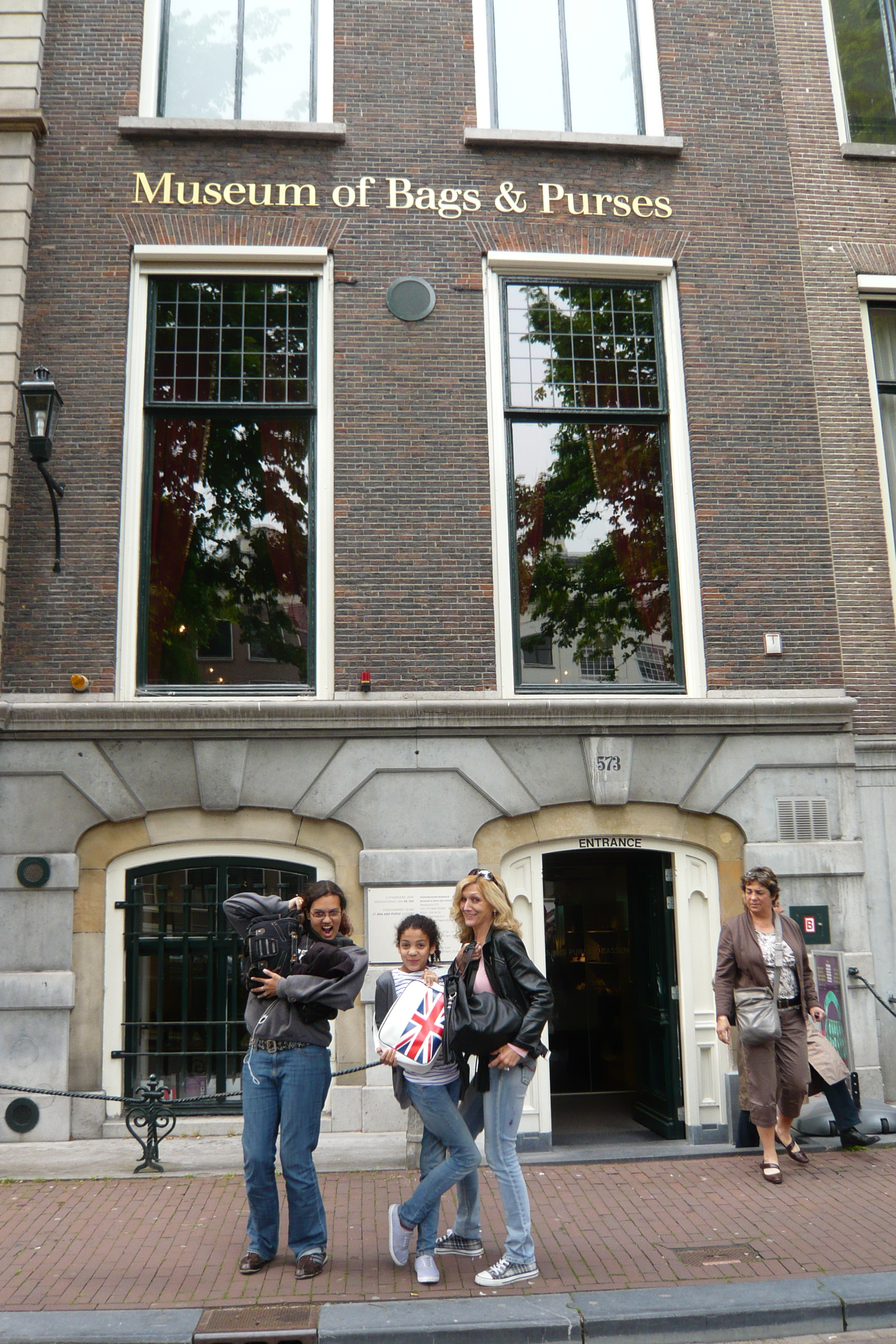 File:Amsterdam-Museum of bags and purses.jpg