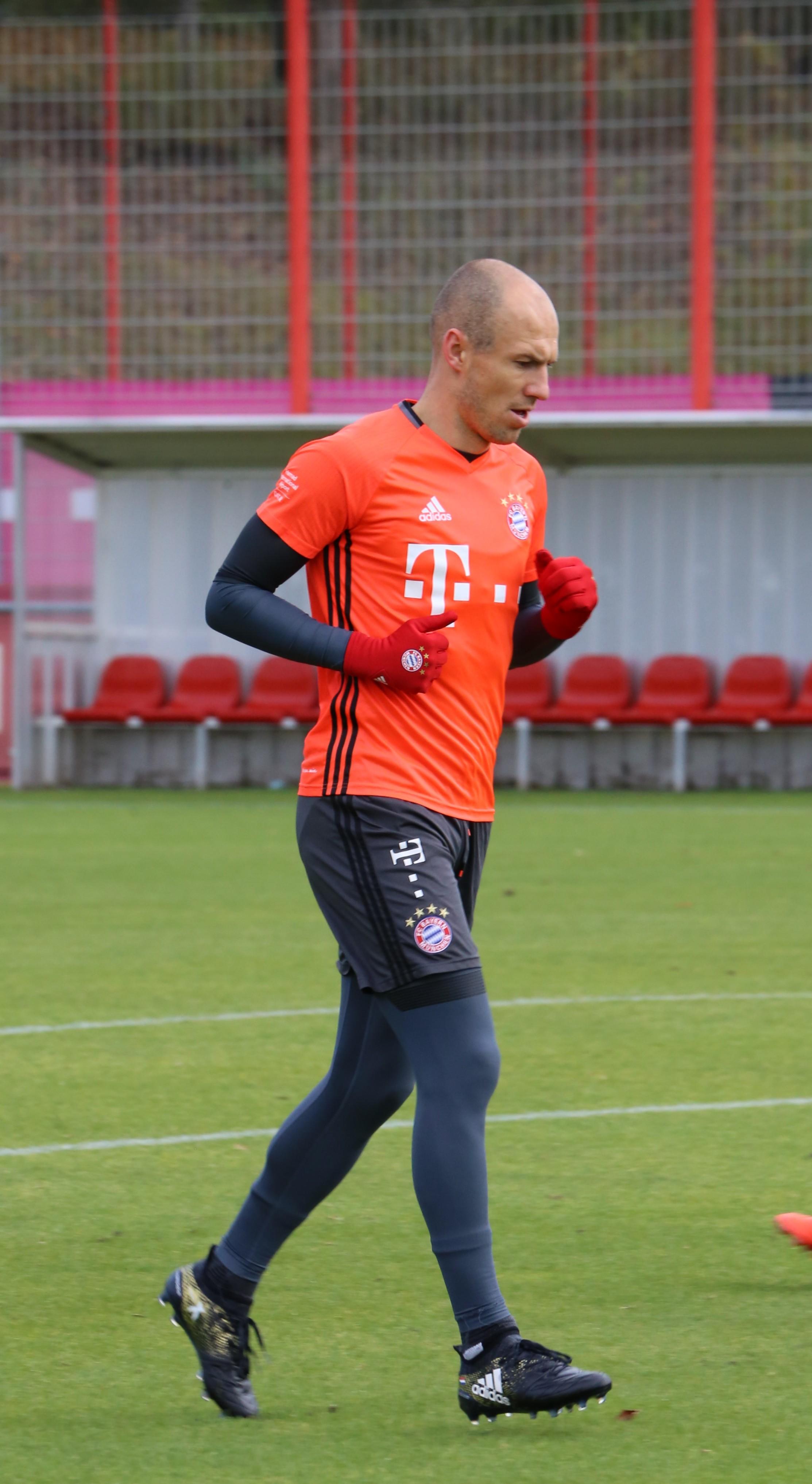 File Arjen Robben Training 2016 11 FC Bayern Muenchen 1