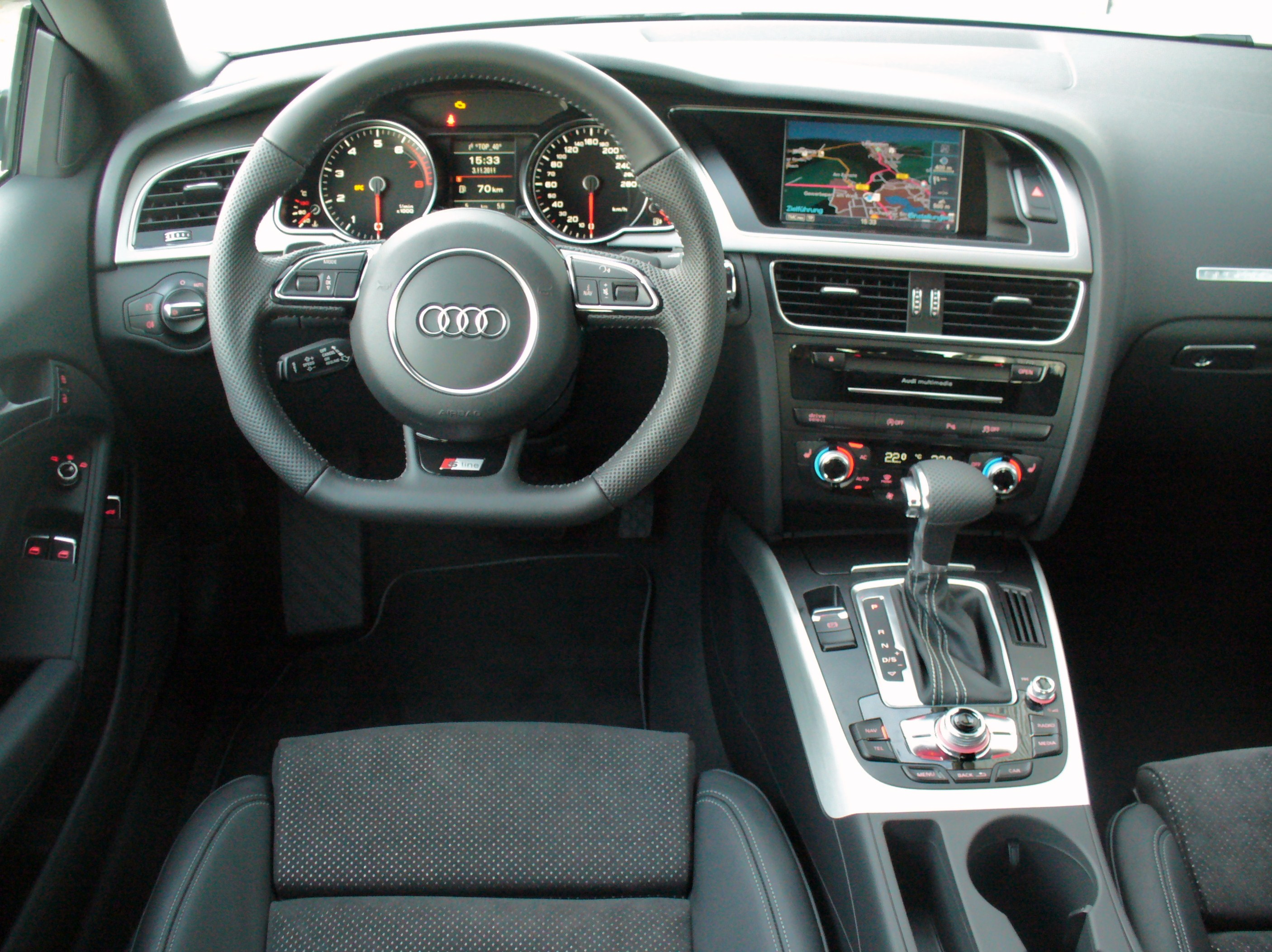 File audi a5 coup 2 0 tfsi quattro s tronic gletscherwei for Audi q3 photos interieur