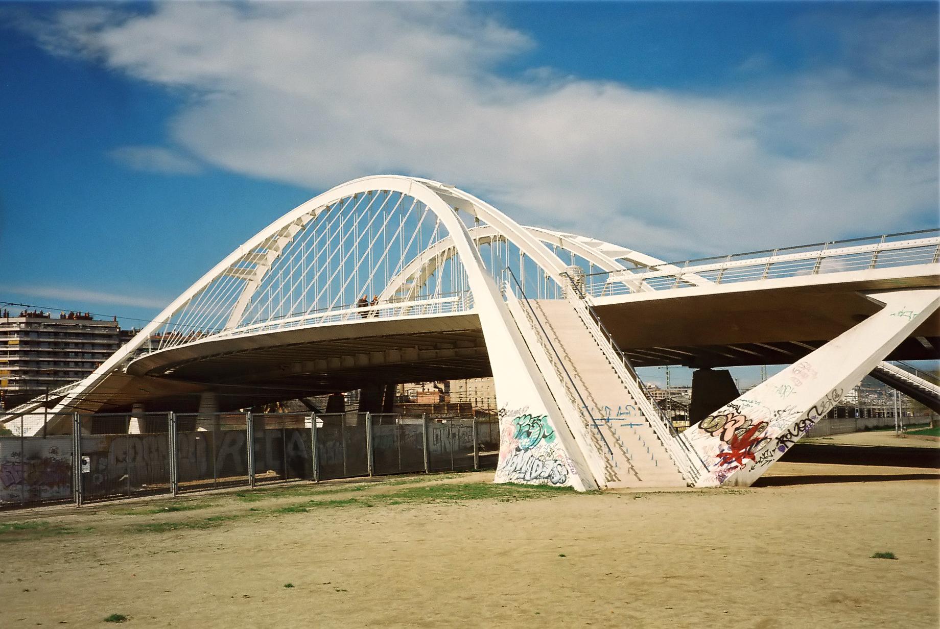 File barcelona pont bac de wikimedia commons for Gimnasio bac de roda