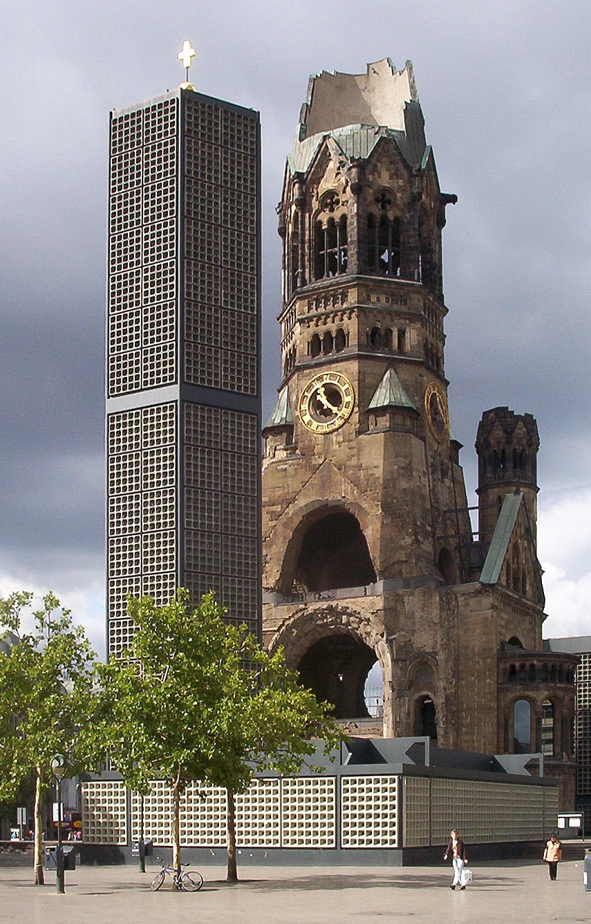 Ruine und Neubau der Gedächtniskirche in Charlottenburg