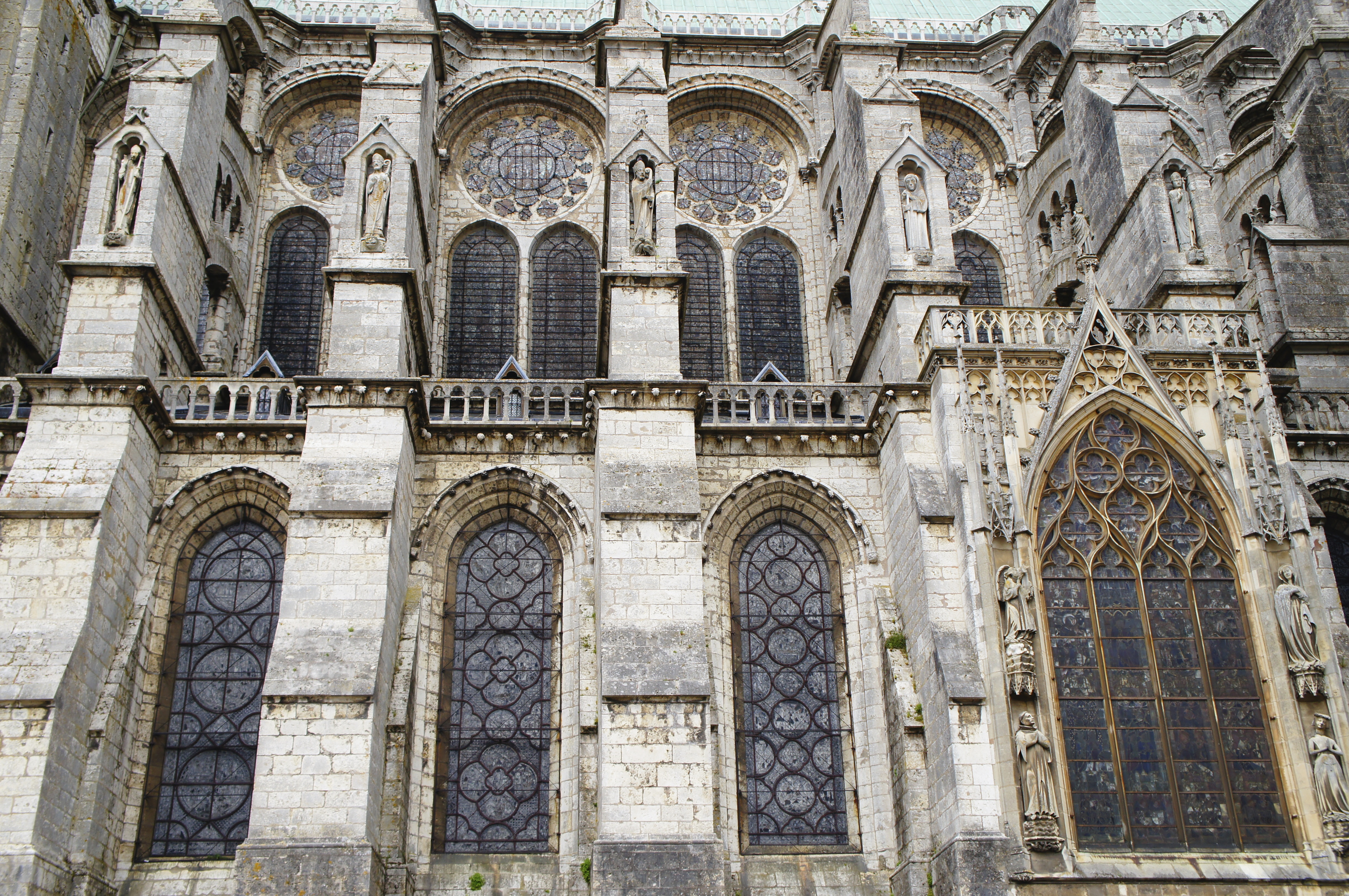 File cath drale de chartres contreforts wikimedia for Fenetre gothique