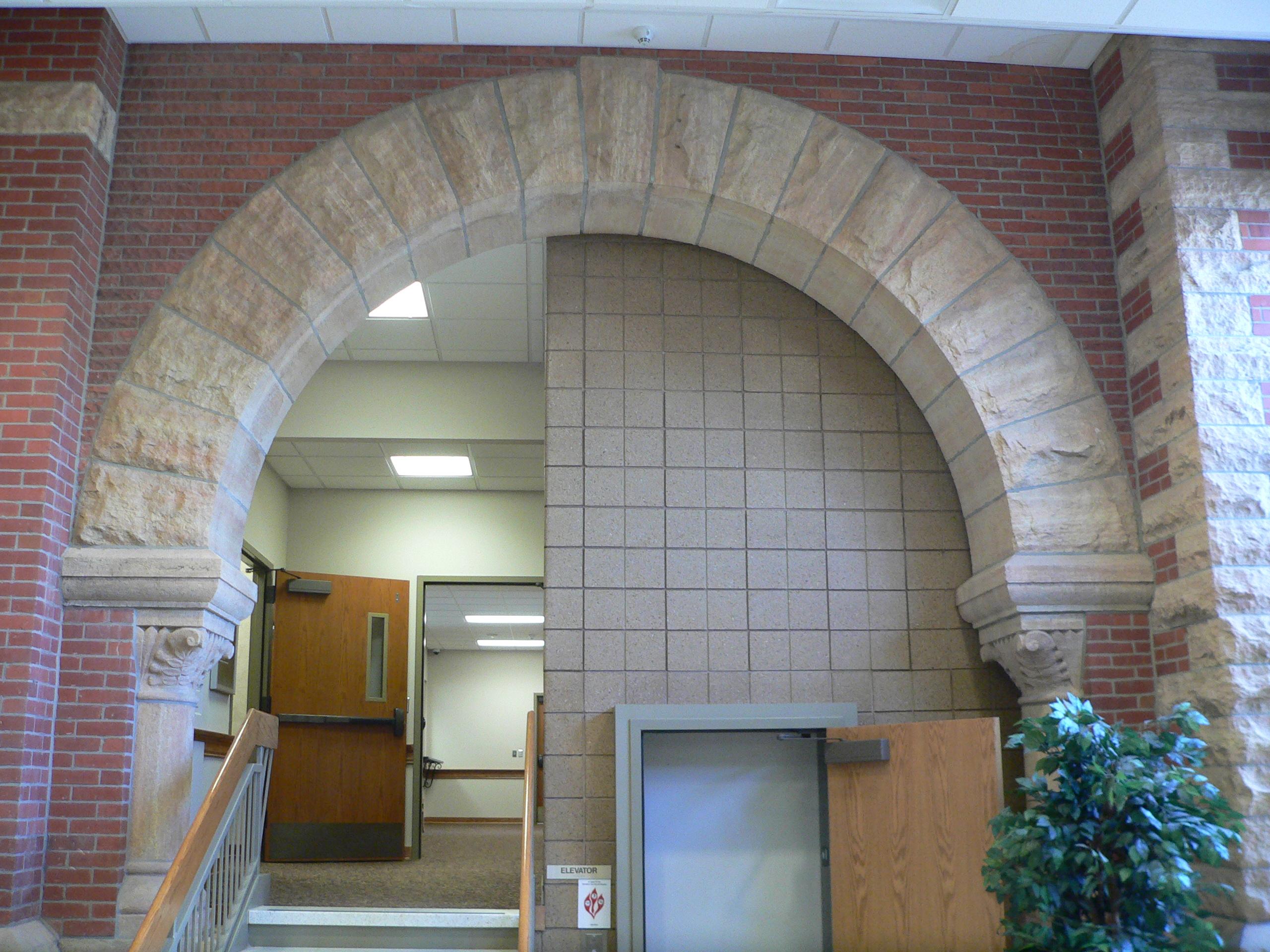 File cedar county nebraska courthouse n interior arch jpg for Internal arch