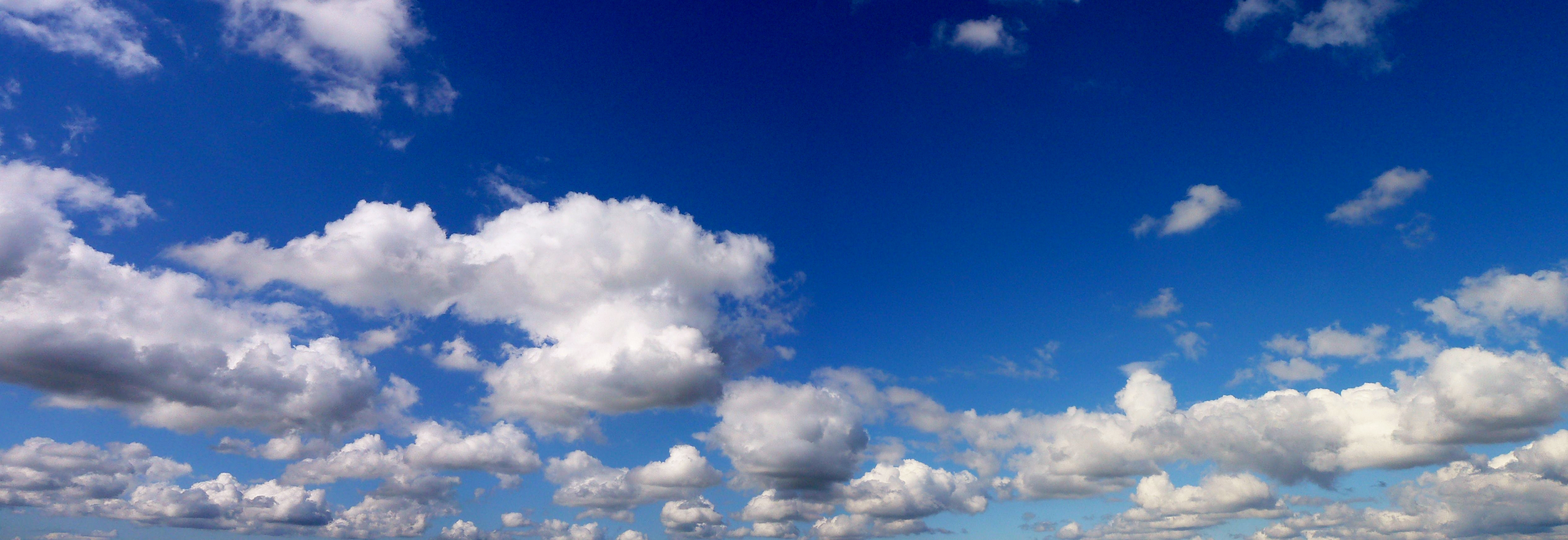File:Cloud sky over Br...