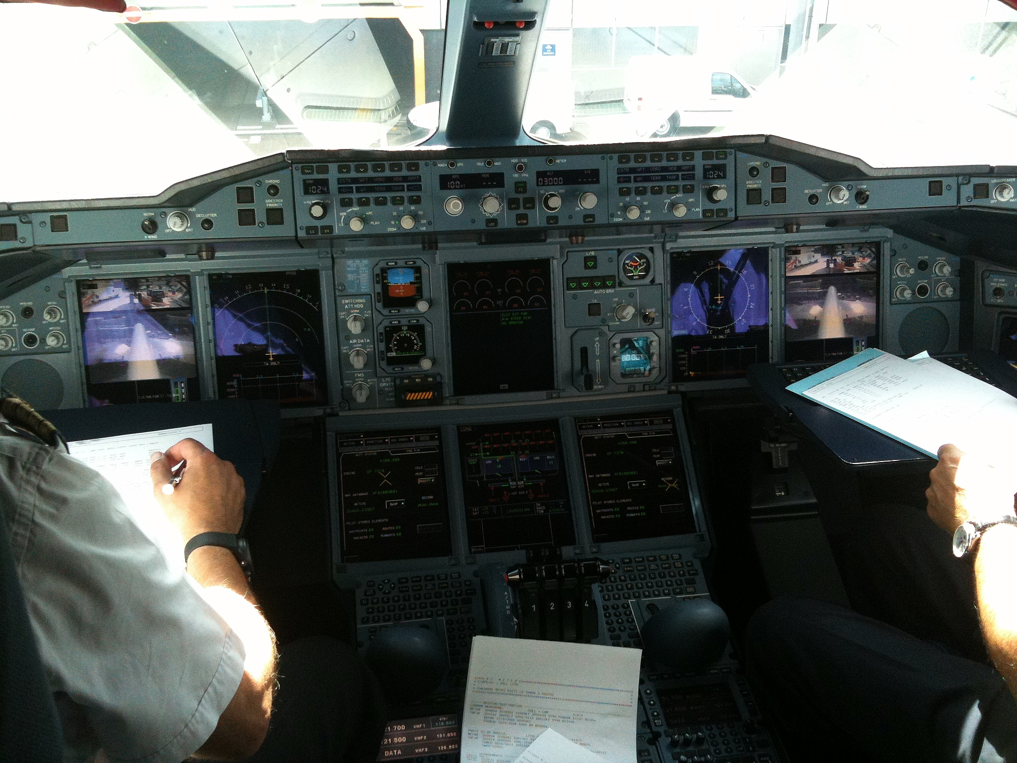 FileCockpit Of Air France A380