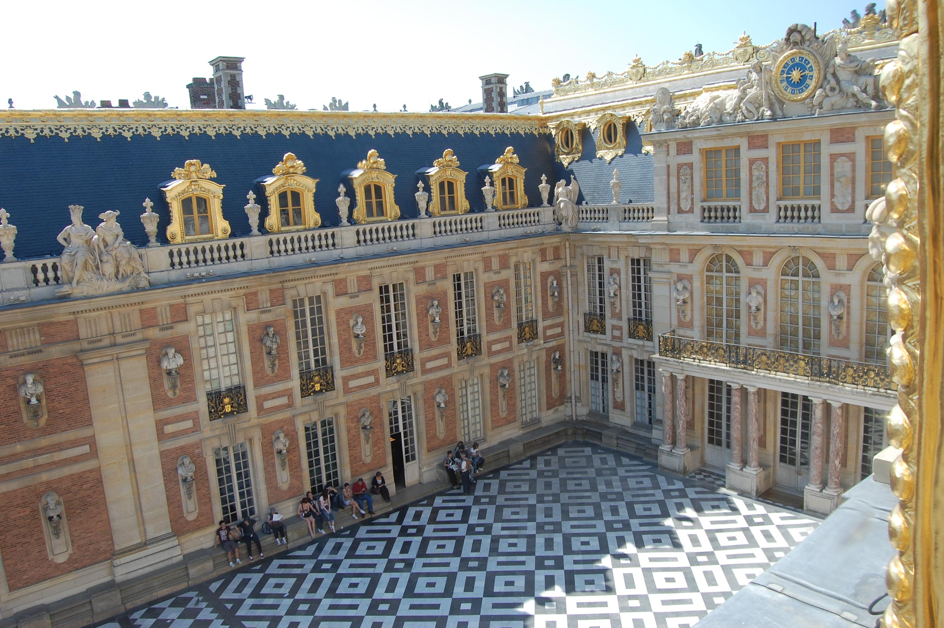 Fichier:Cour de marbre vue de l'appartement de la Du Barry - DSC ...