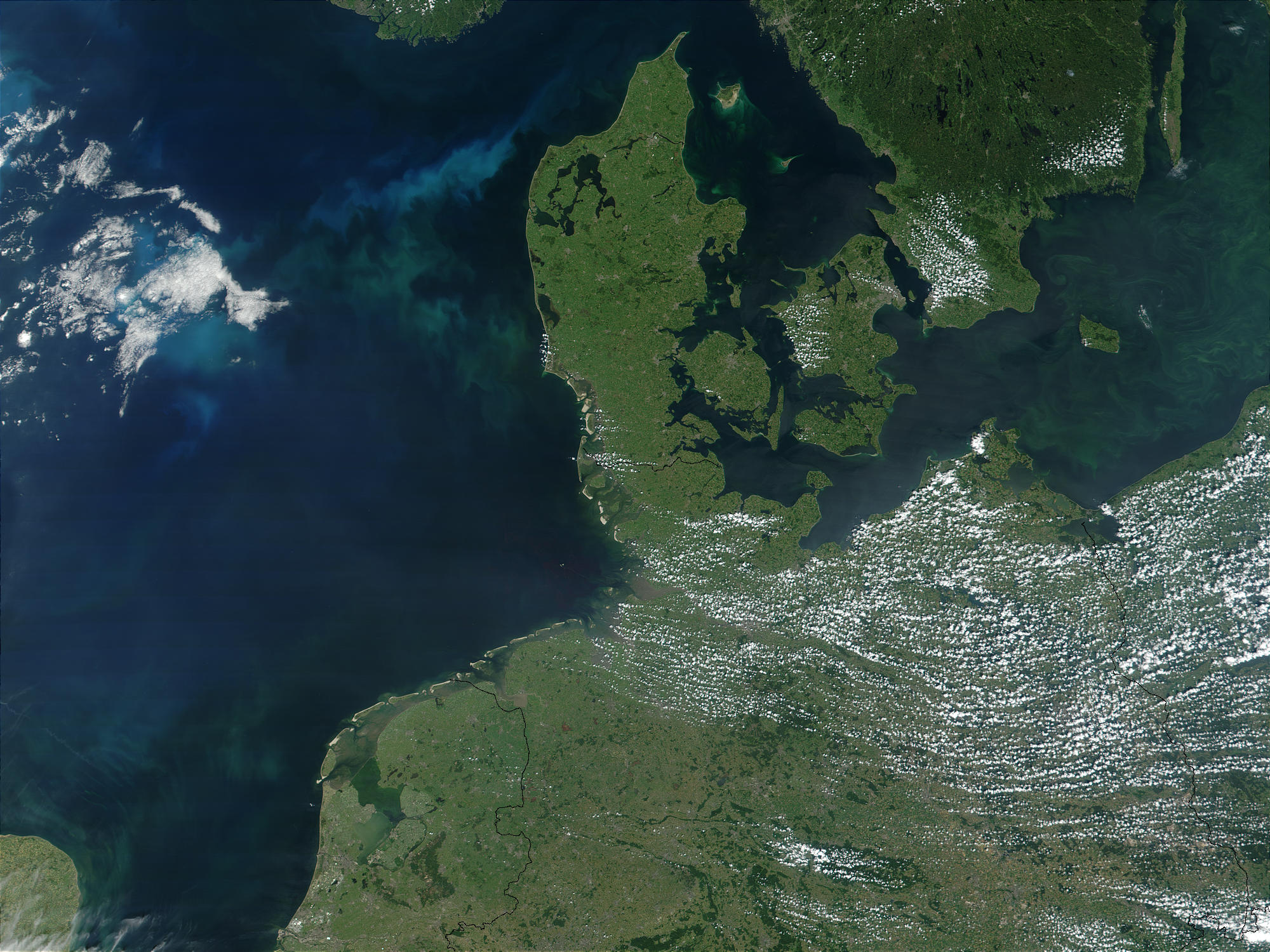 http://upload.wikimedia.org/wikipedia/commons/0/06/Denemarken_satelliet.jpg