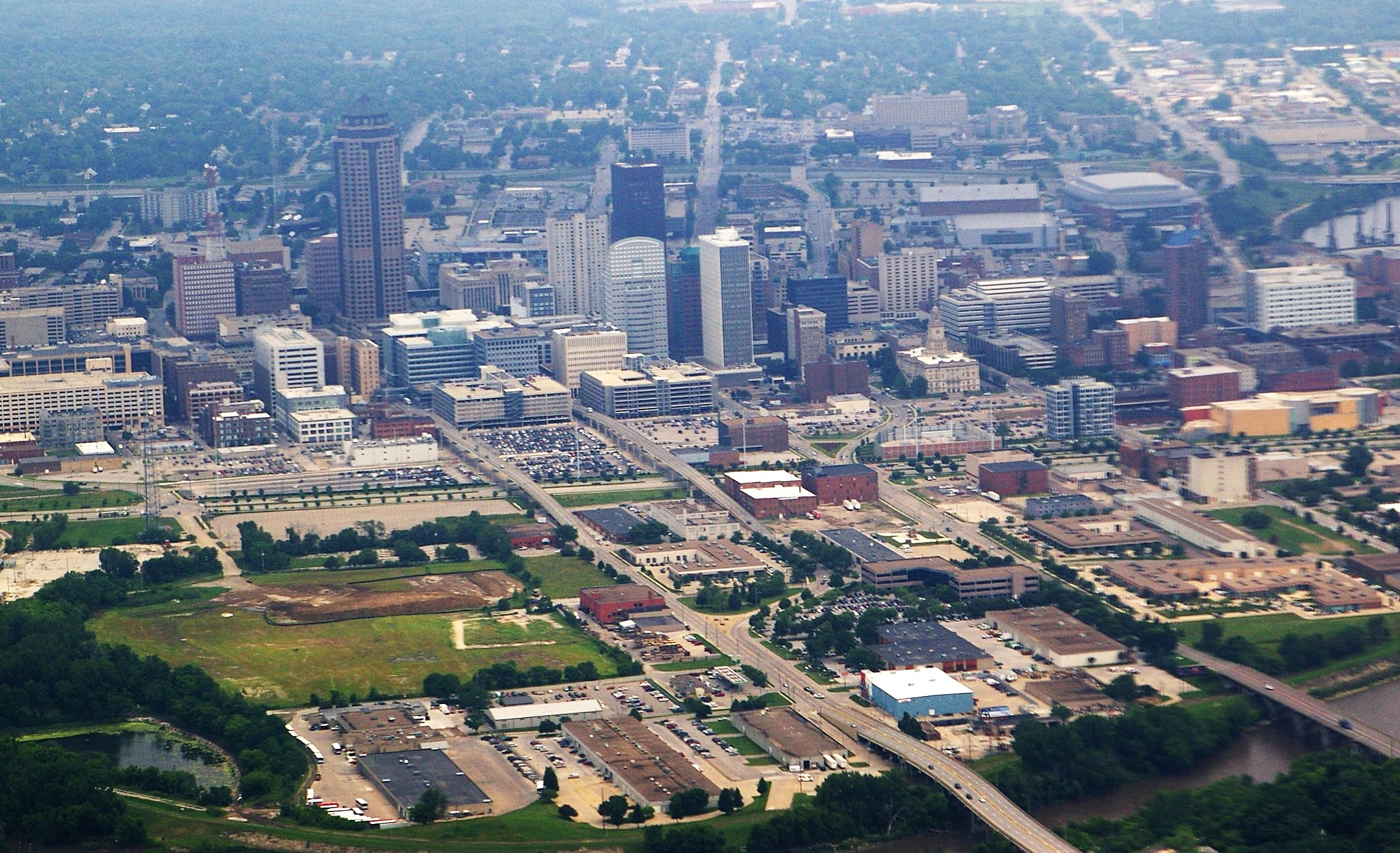 Des Moines (IA) United States  City pictures : DesMoinesIA Aerial Wikimedia Commons