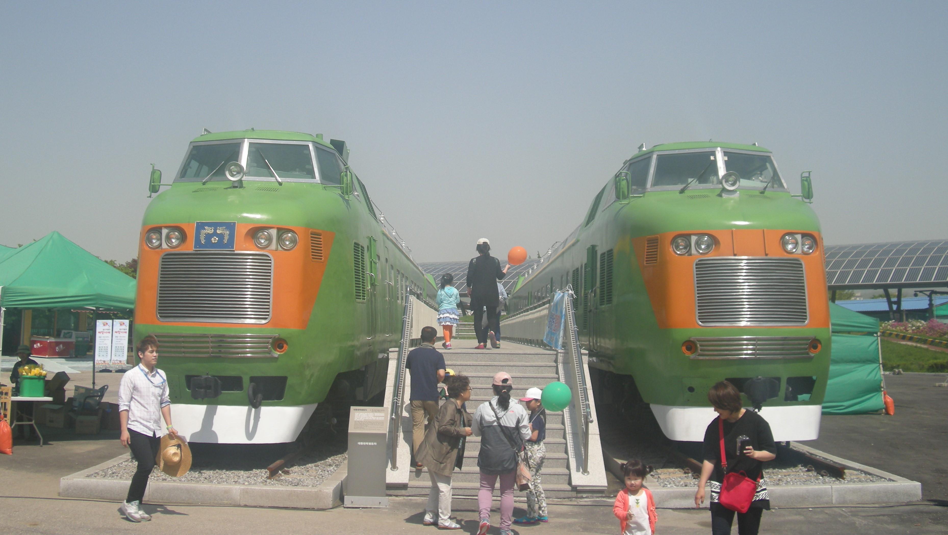 ファイル diesel electric cars no 1 2 and 5 6 south korea jpg