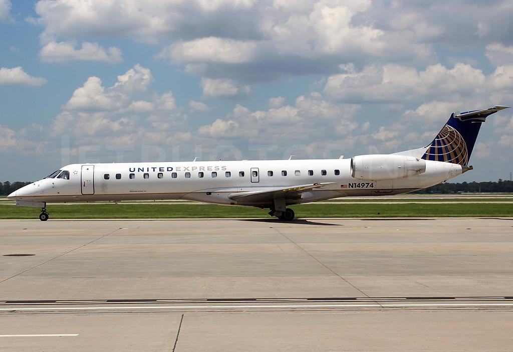 File:Embraer ERJ-145LR, United Express (ExpressJet Airlines ...