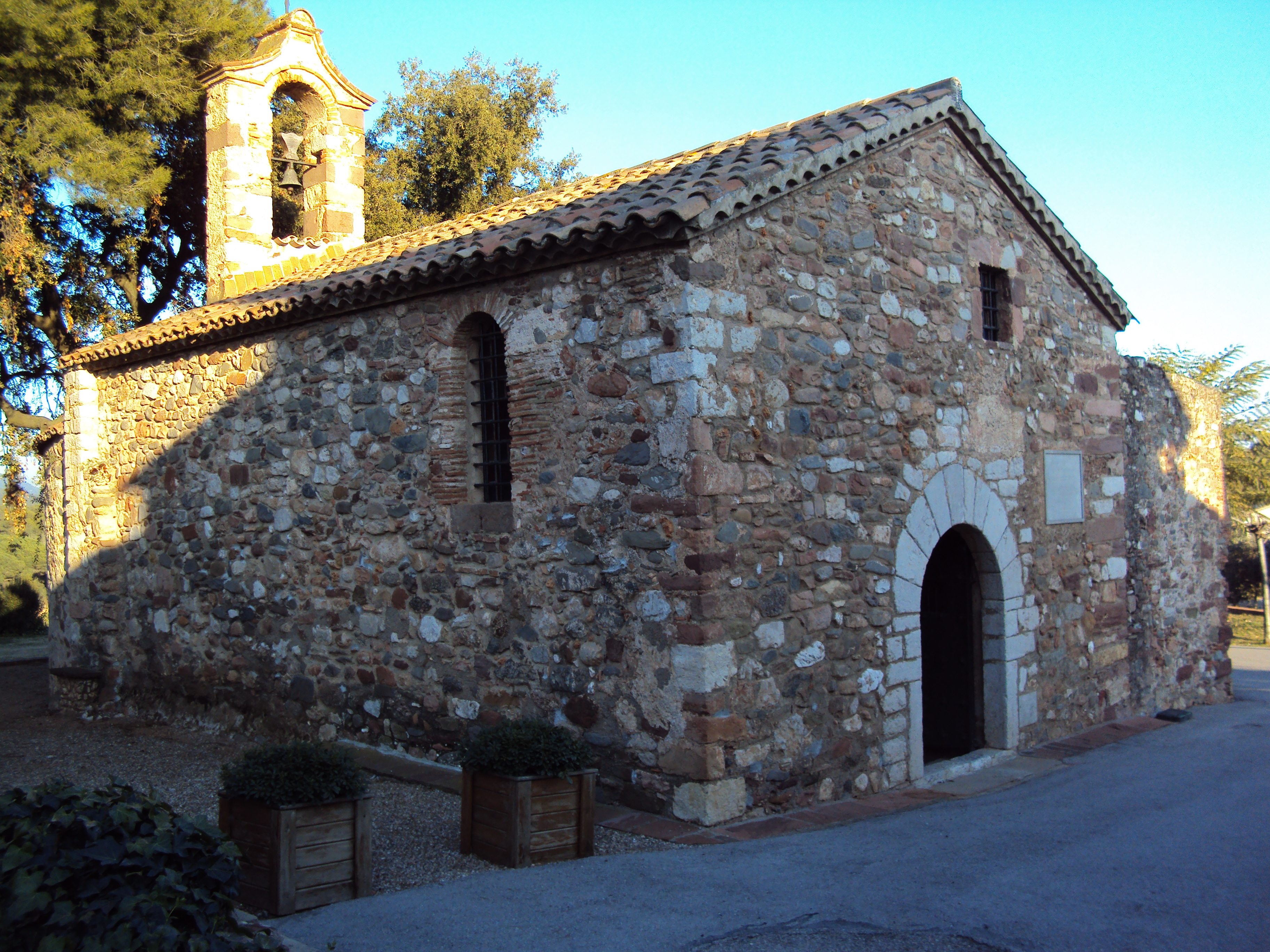 File:Ermita romànica de Santa Magdalena de Puigbarral (Terrassa).JPG - Wikime...