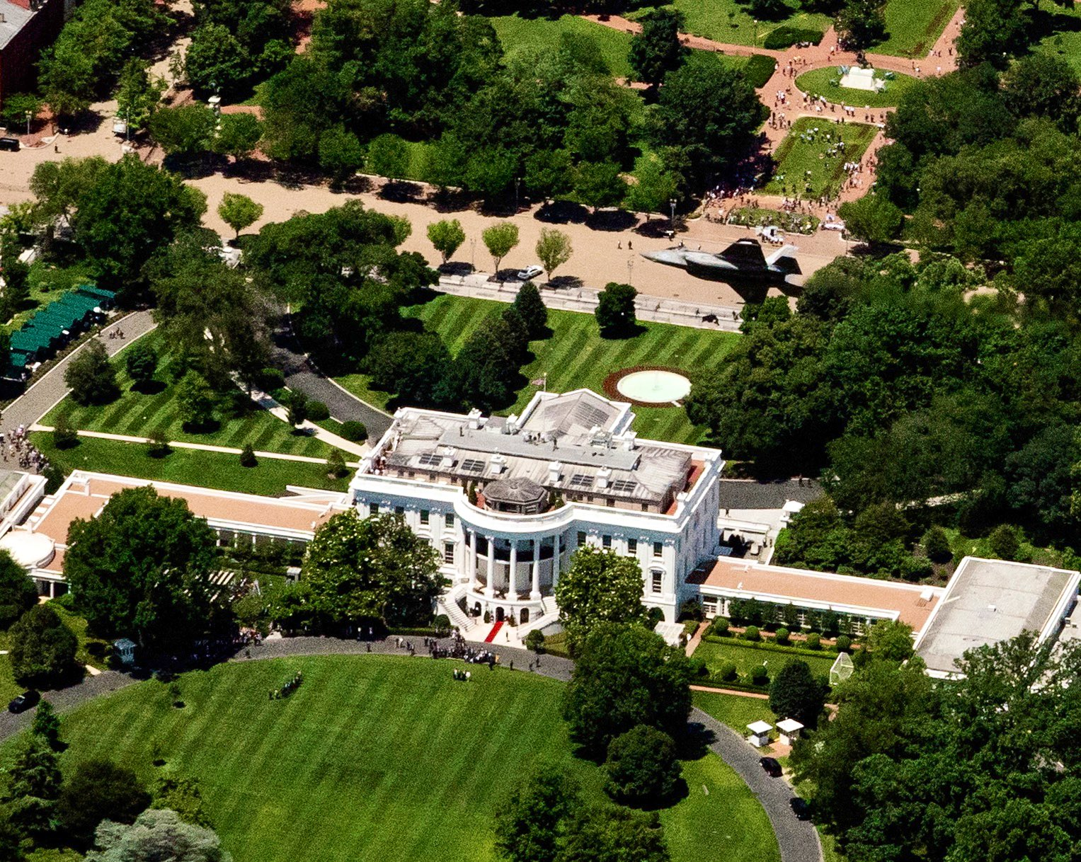 File:F-35 aircraft over the White House in June 2019.jpg ...