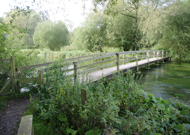 Footbridge south of Martyr Worthy - geograph.org.uk - 981624