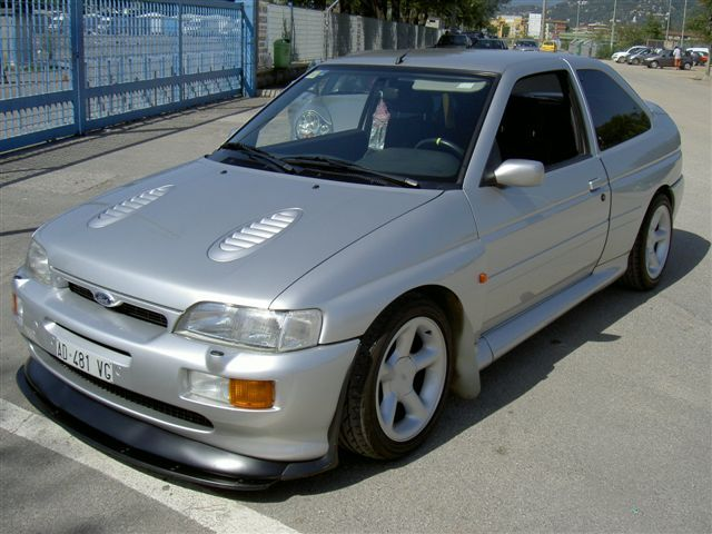 Archivo:Ford Escort RS Cosworth silver.jpg