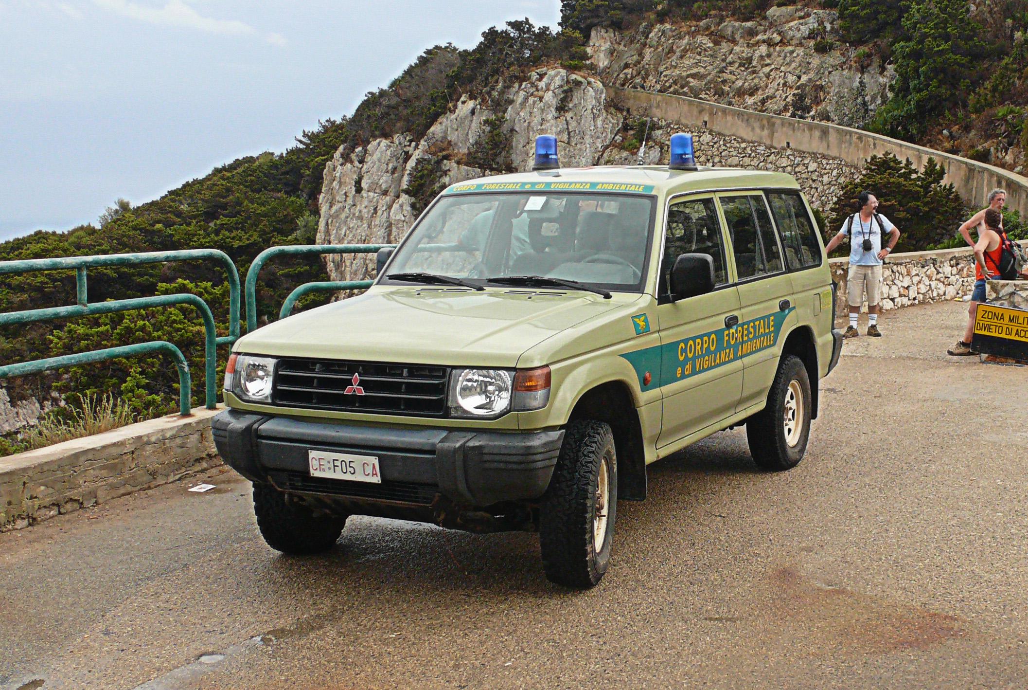 Fuoristrada del Corpo forestale e di vigilanza ambientale della Sardegna.jpg