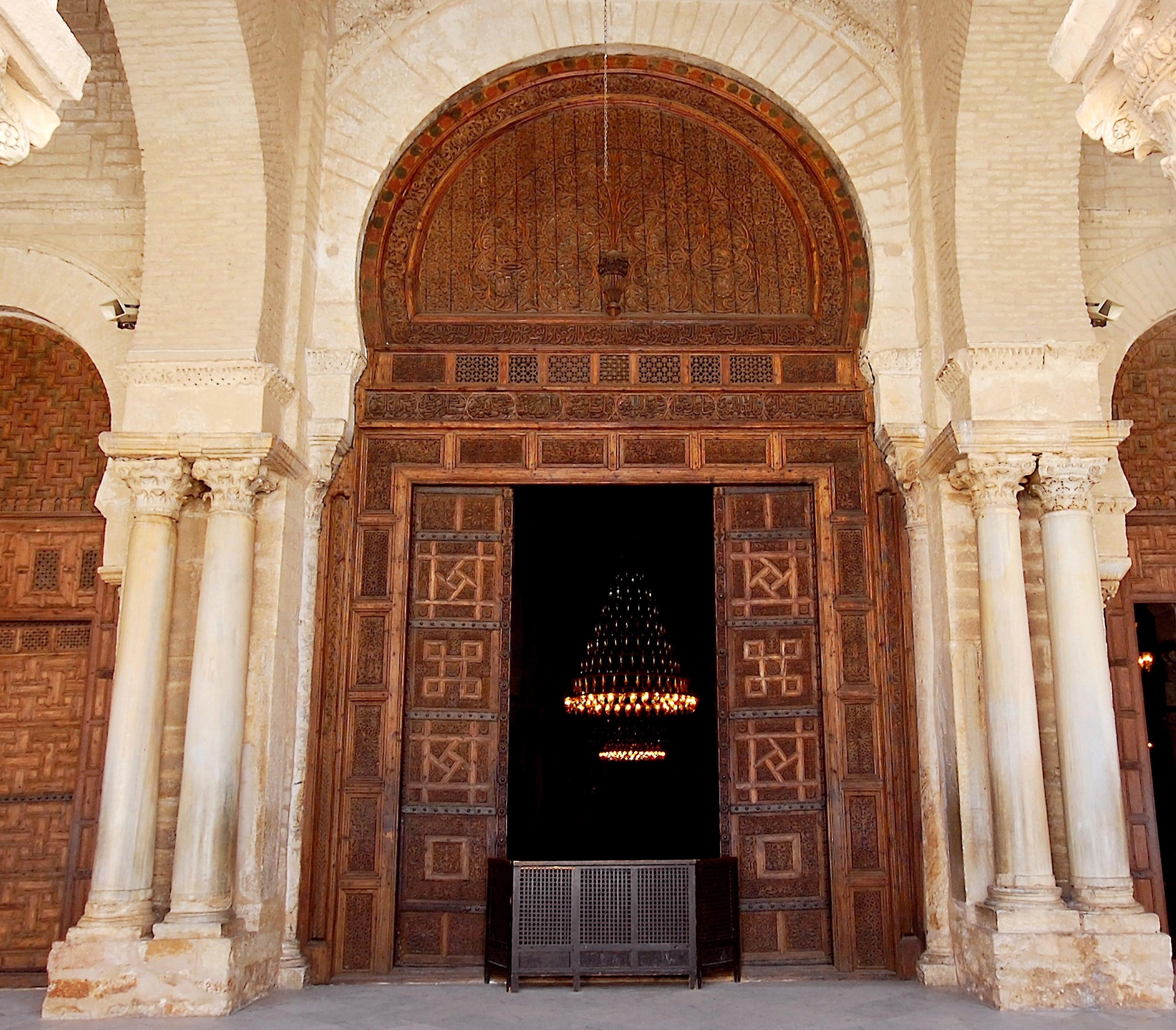 File grande mosqu e de kairouan vue de la grande porte for Porte vue 300 vues