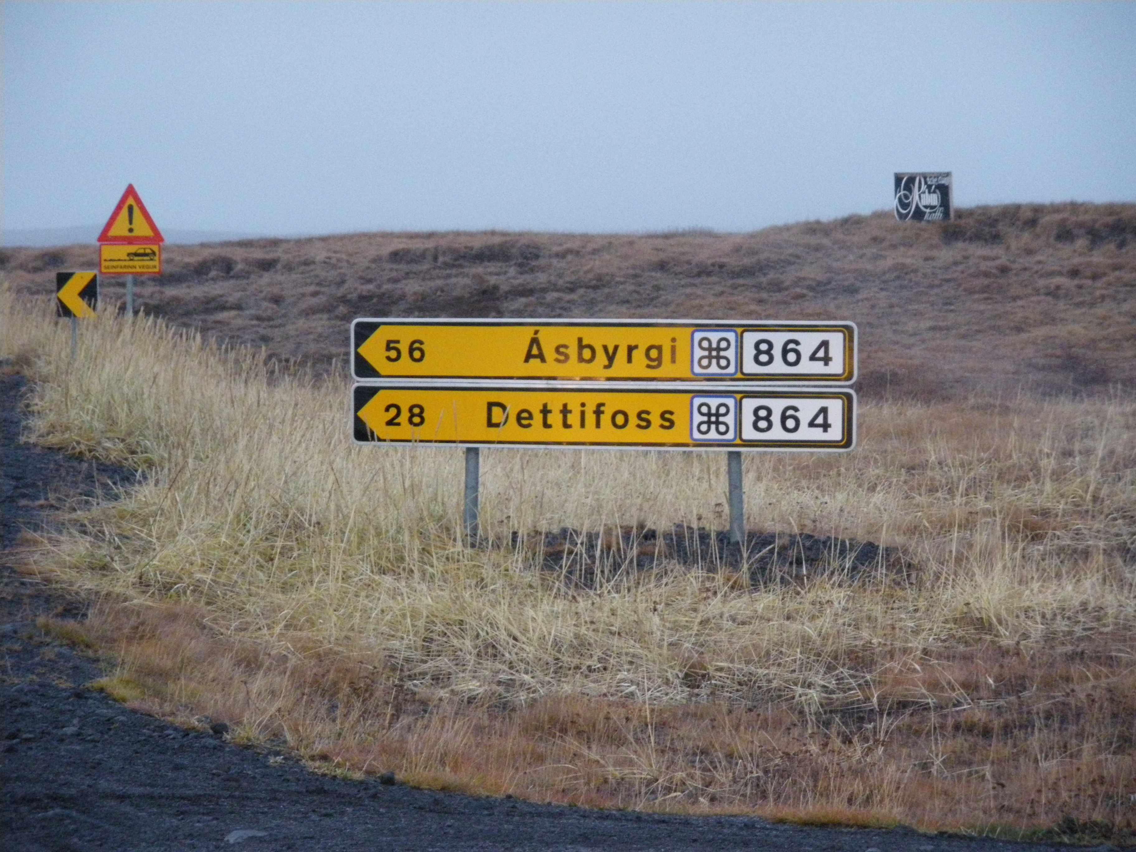 File:Hólsfjallavegur (Road 864) 1.jpg