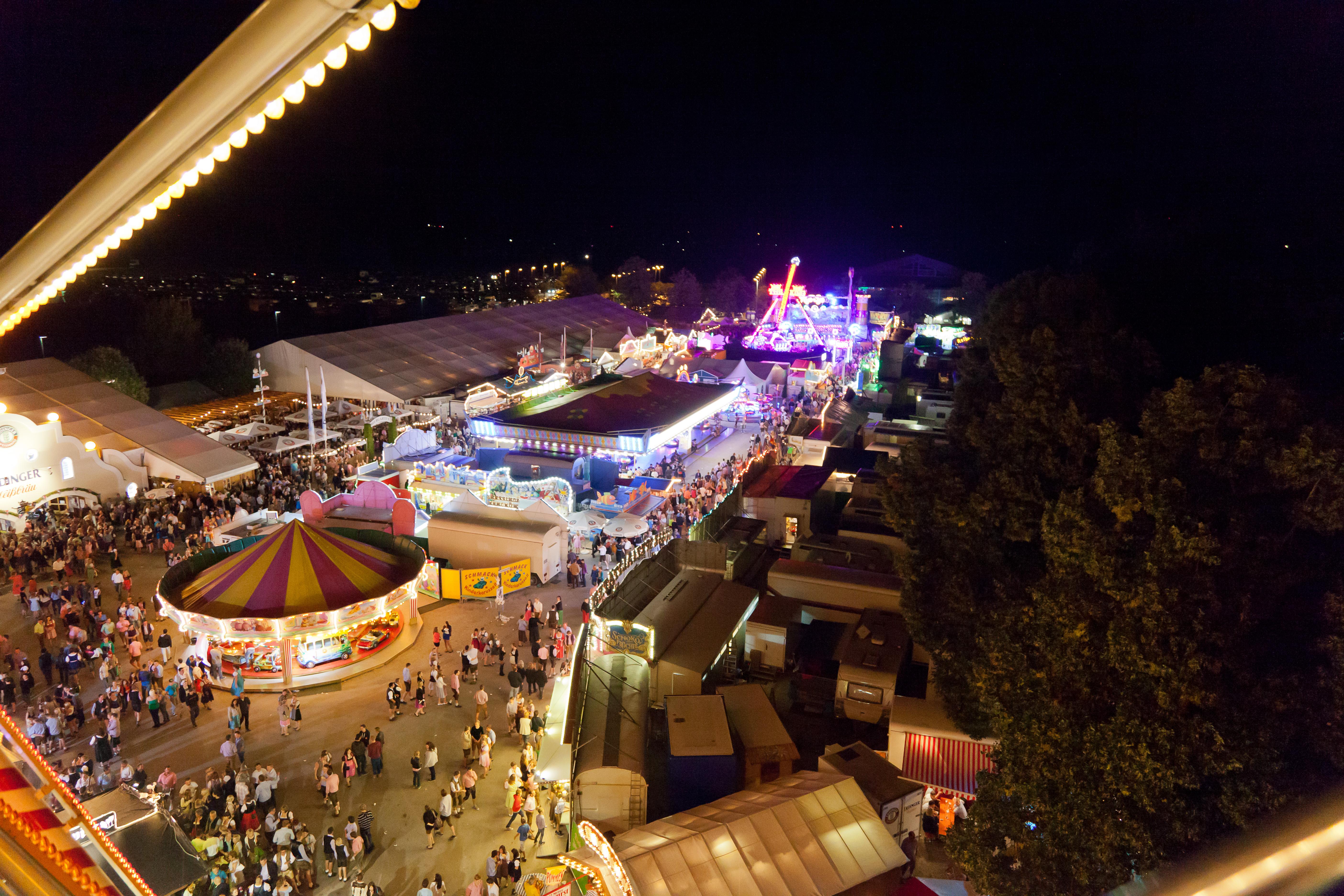 File:Herbstfest Erding.jpg - Wikimedia Commons