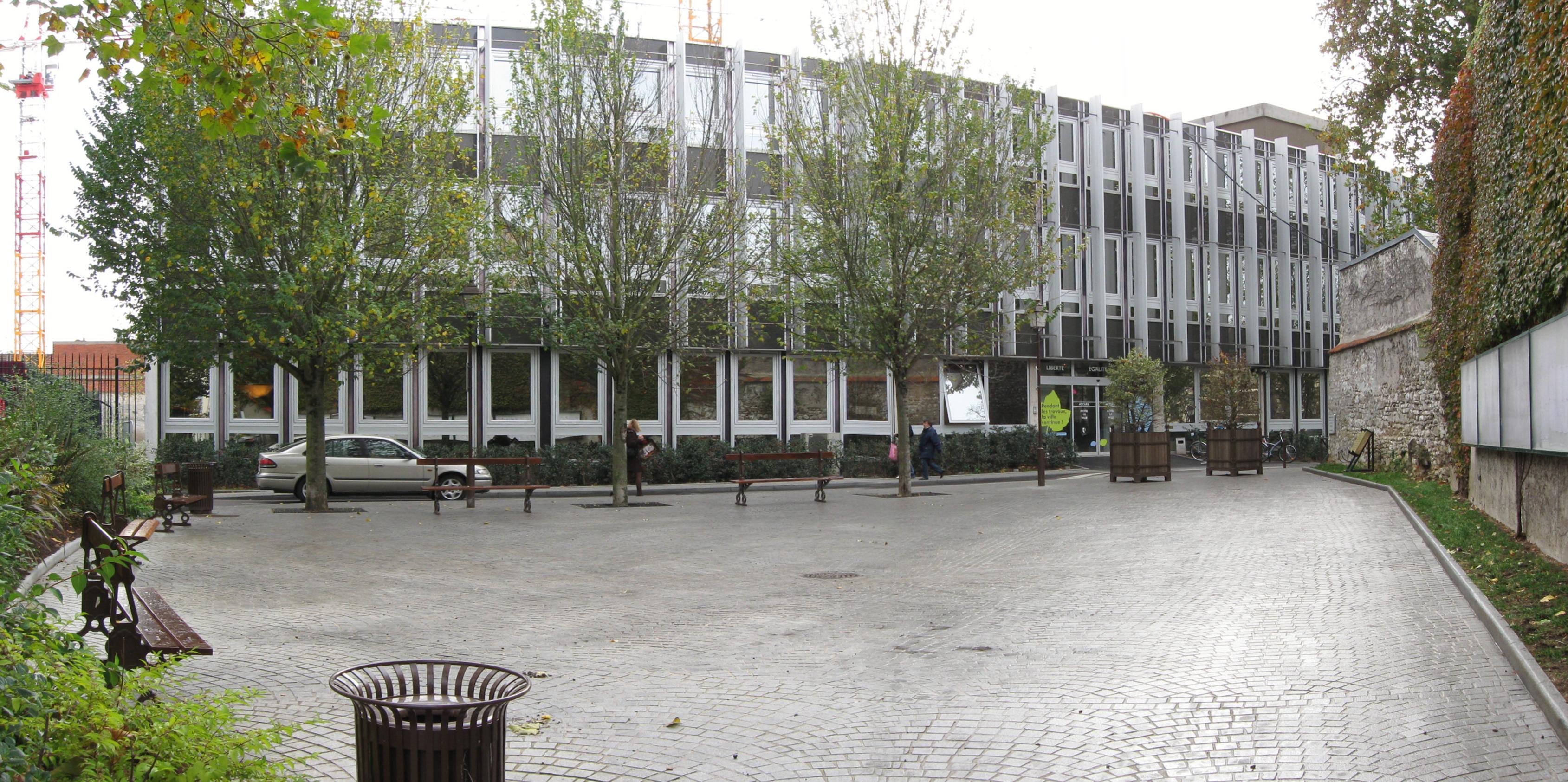 FileHotel de ville mantes la jolie 2009png — Wikimedia Commons