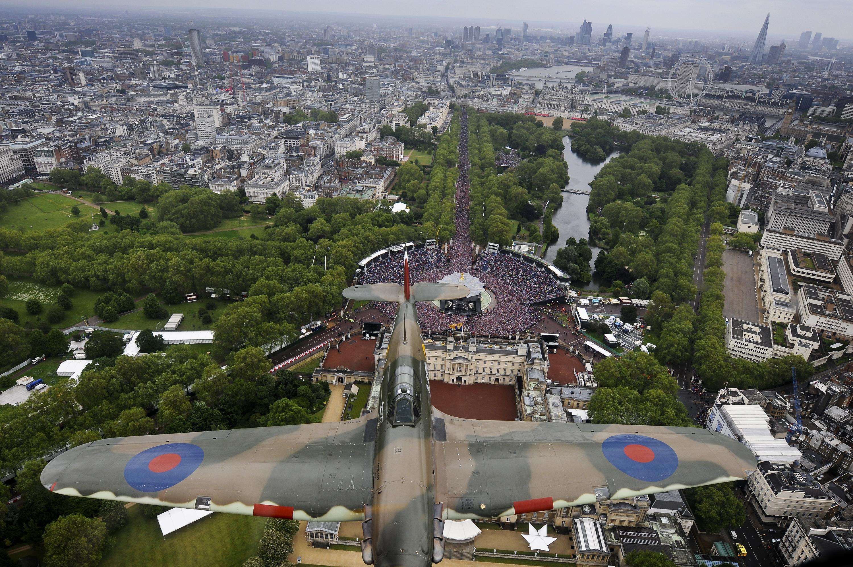 File Hurricane Fighter Plane Soars Over Buckingham Palace