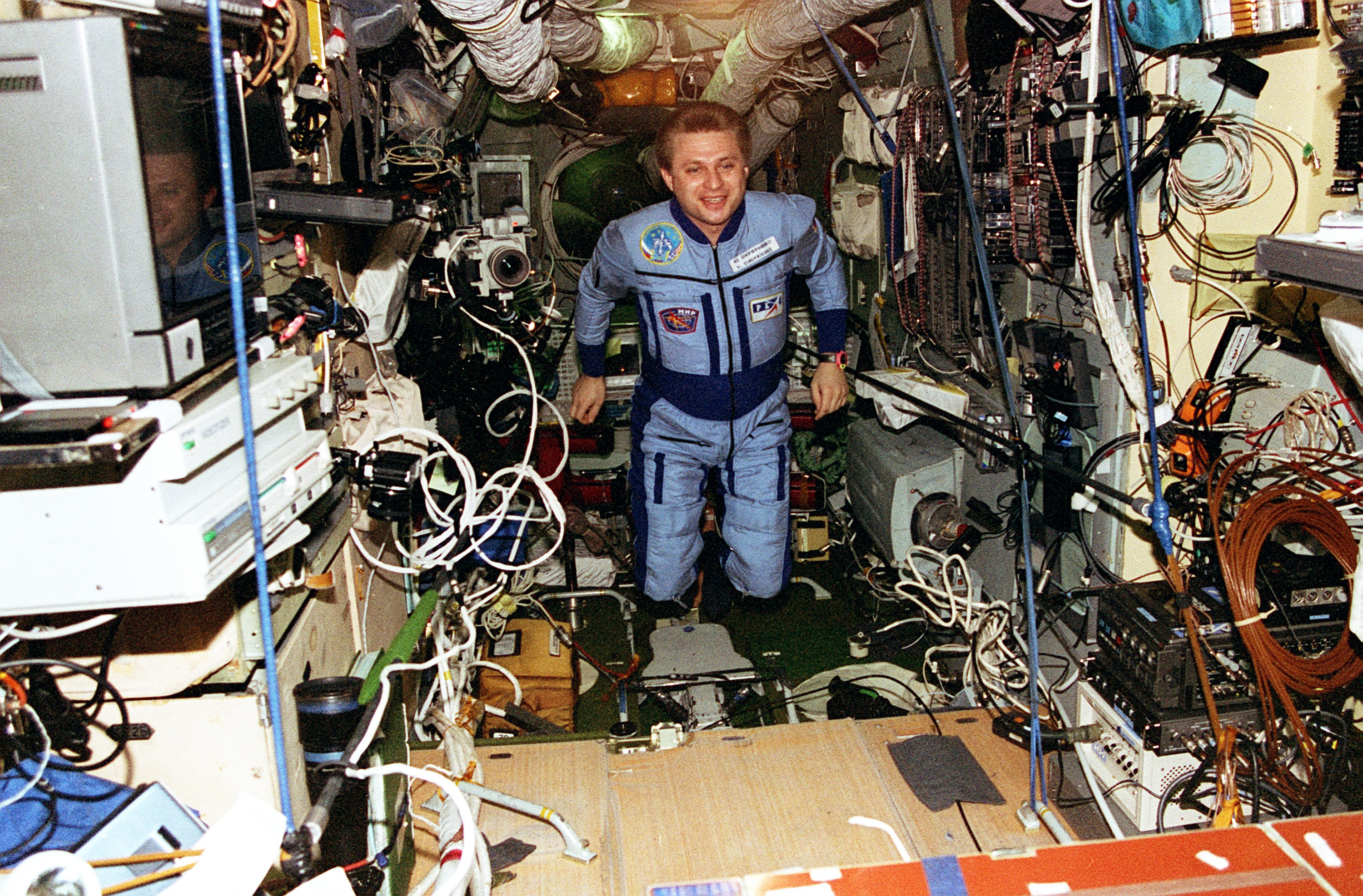 Interior_of_Mir_Core_Module.jpg