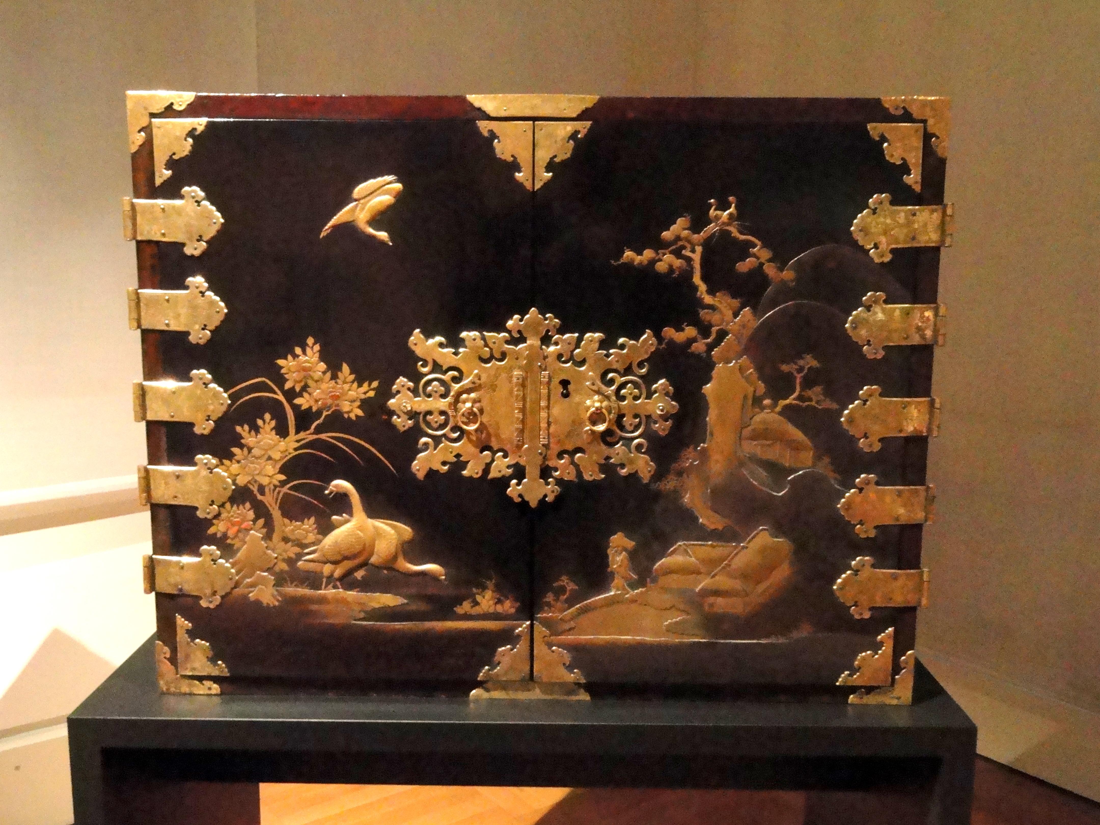 File:Japanese Lacquer Cabinet   Staatliches Museum Für Völkerkunde München    DSC08393.JPG