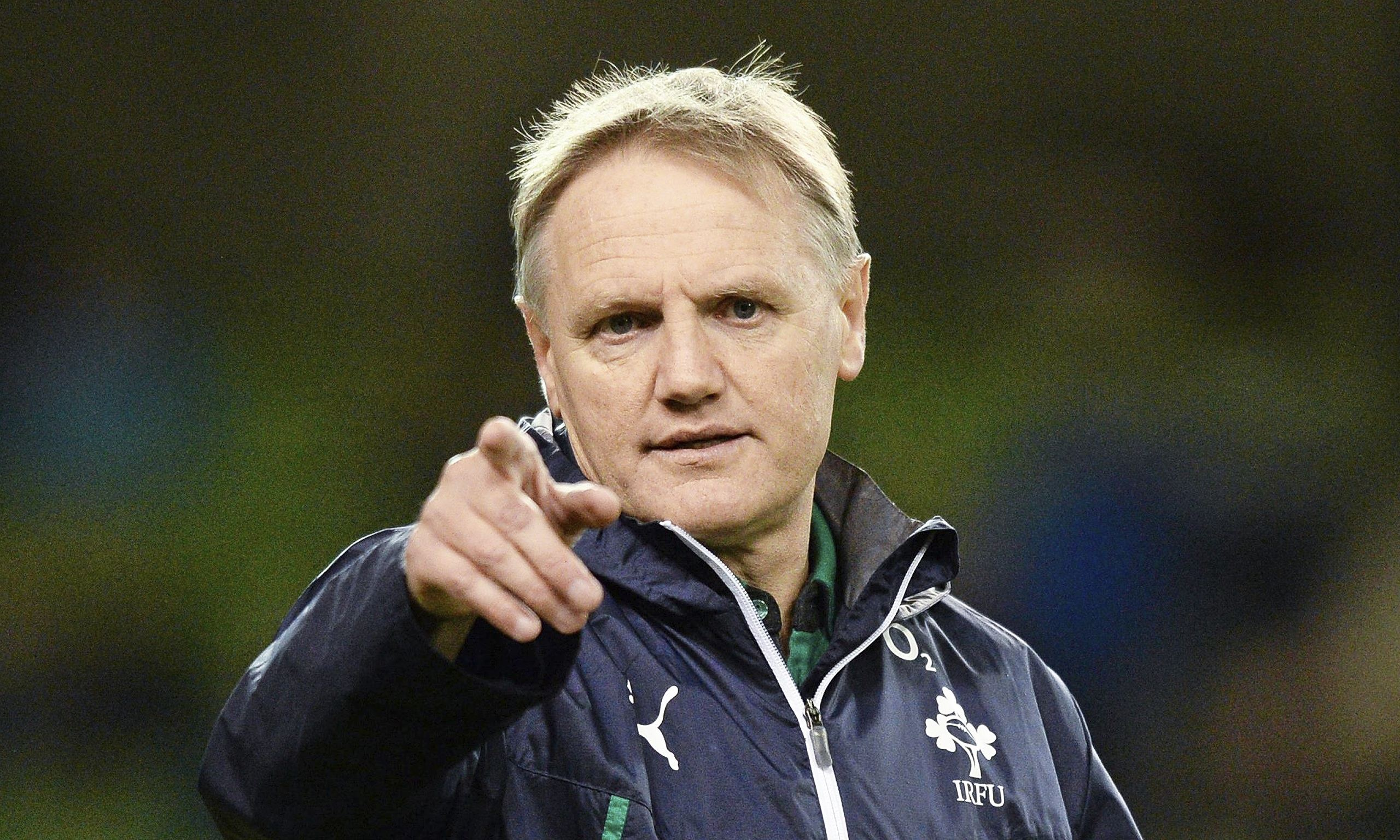https://upload.wikimedia.org/wikipedia/commons/0/06/Joe_Schmidt_coaching_Irish_team.jpg