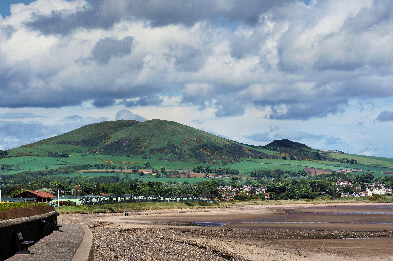 Largo Law, Leven, Fife - panoramio.jpg