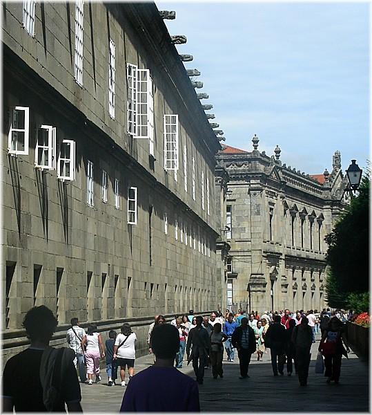 File:Lateral do Hostal dos Reis Católicos. Santiago de Compostela.jpg